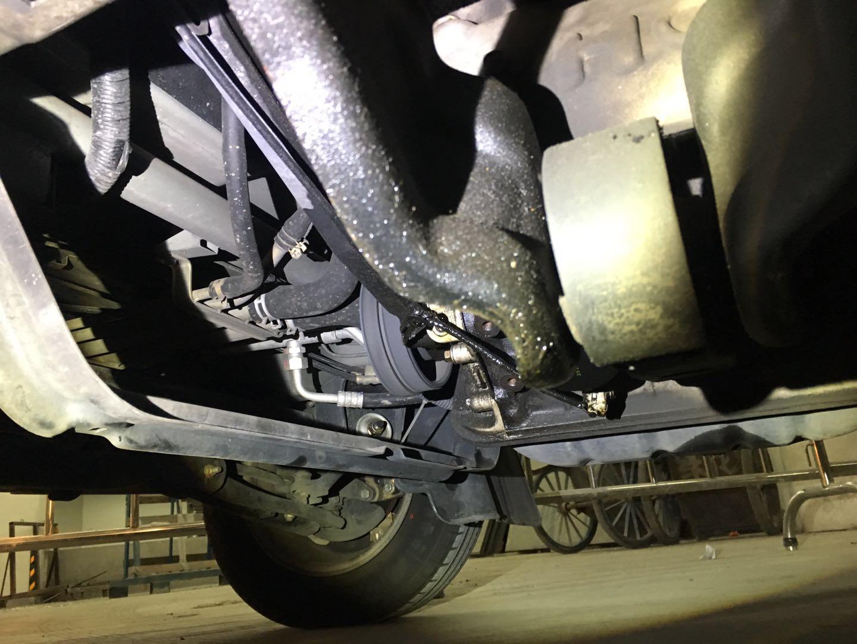 华晨中华-海狮X30L 发动机漏油