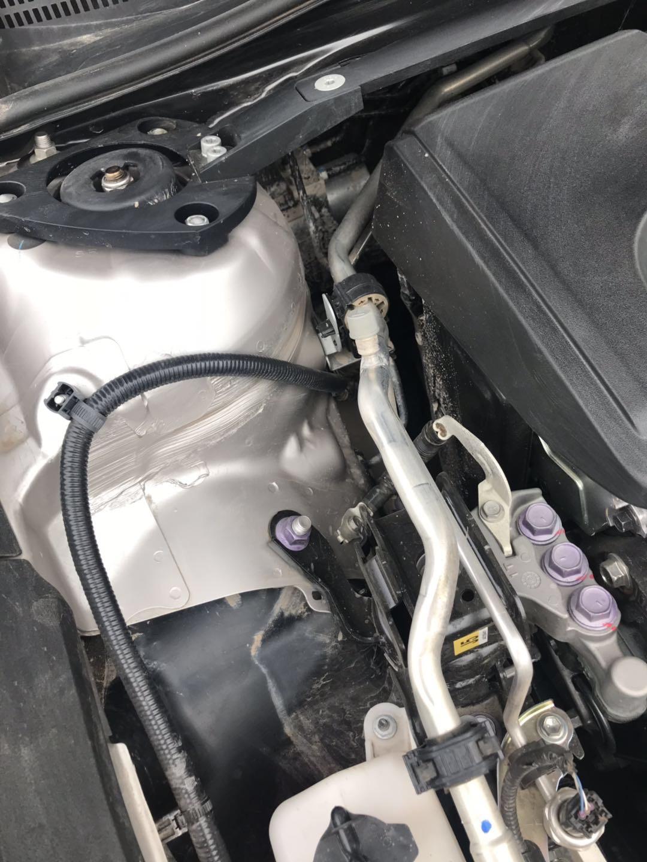 豐田-凱美瑞 底盤副車架與縱臂連接緊固螺栓生銹,(左右前縱梁輪罩/減震進泥沙水),方向盤異響