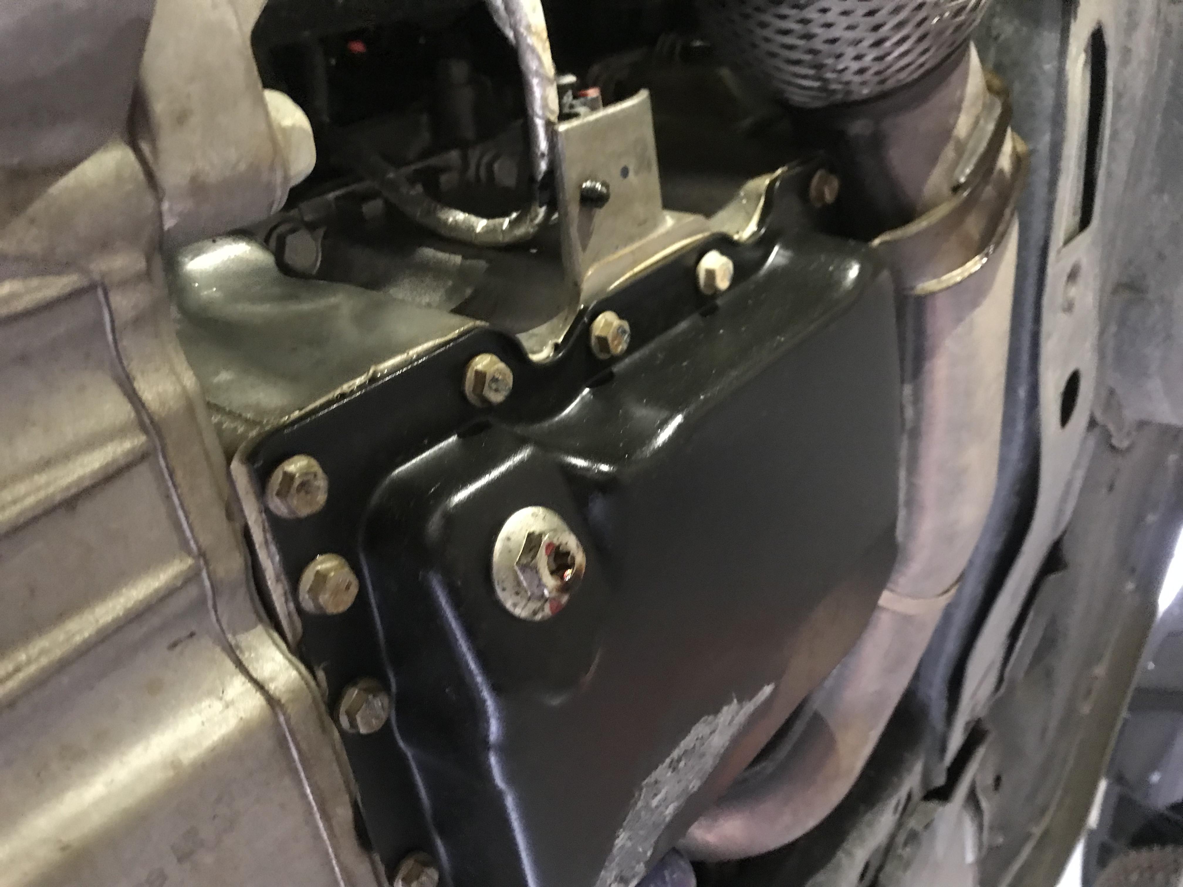 上汽通用-凱迪拉克XTS 新車不到一年發動機漏油