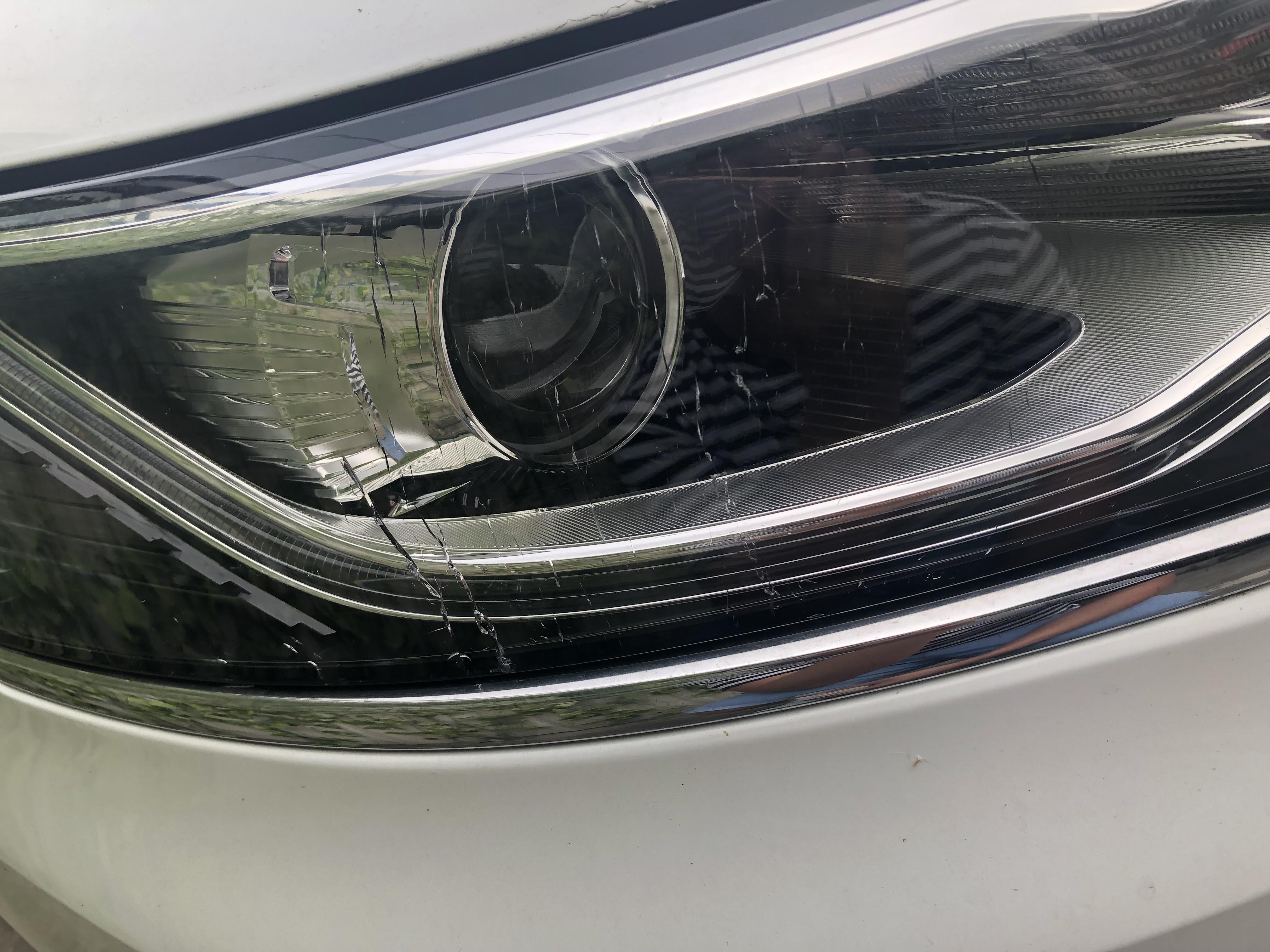 上海汽车-荣威i6 车灯罩子破裂