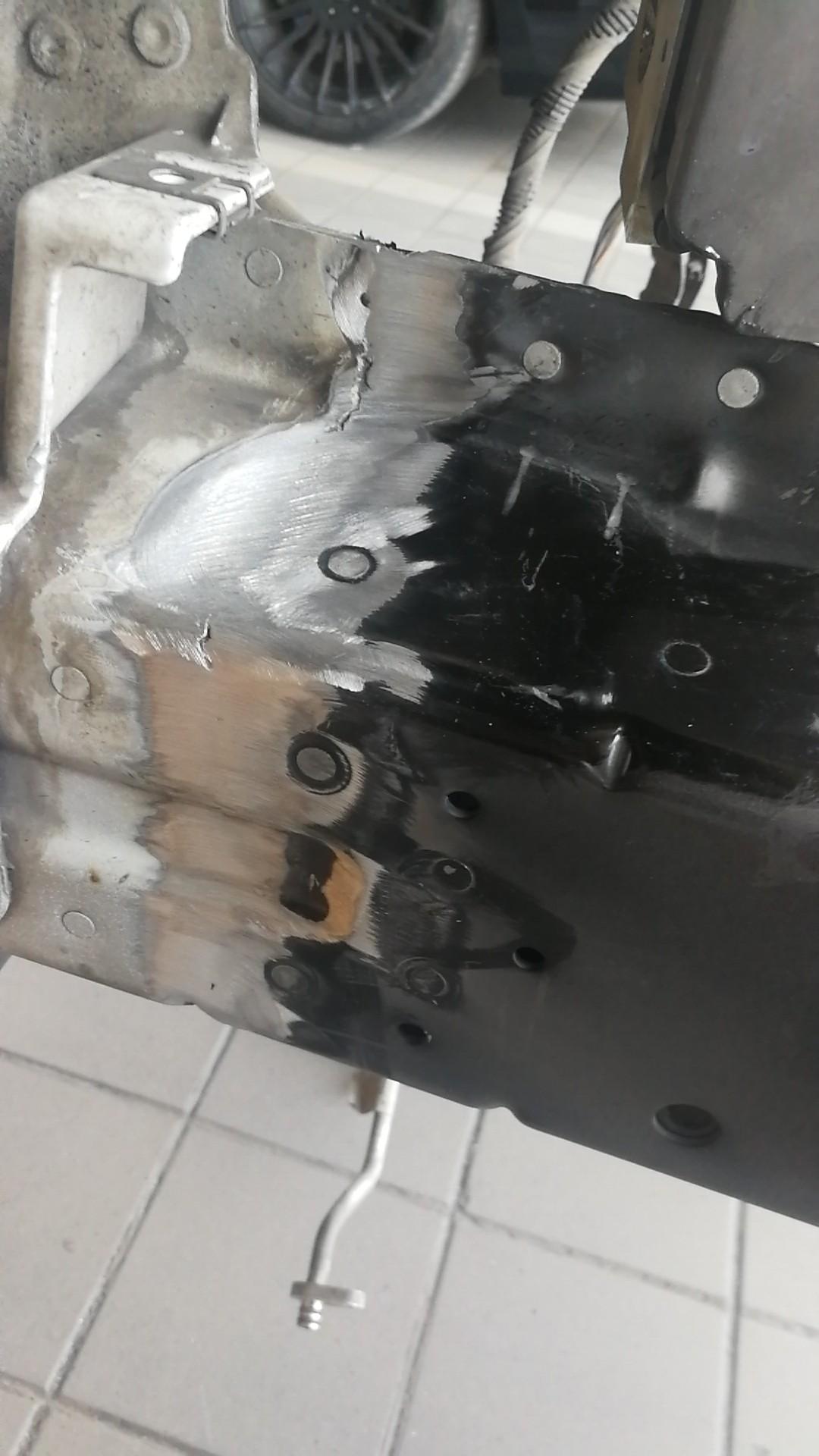 路虎-攬勝 路虎4s店欺詐客戶維修使用副廠件及拆車件并且擅自做主切割車輛大梁