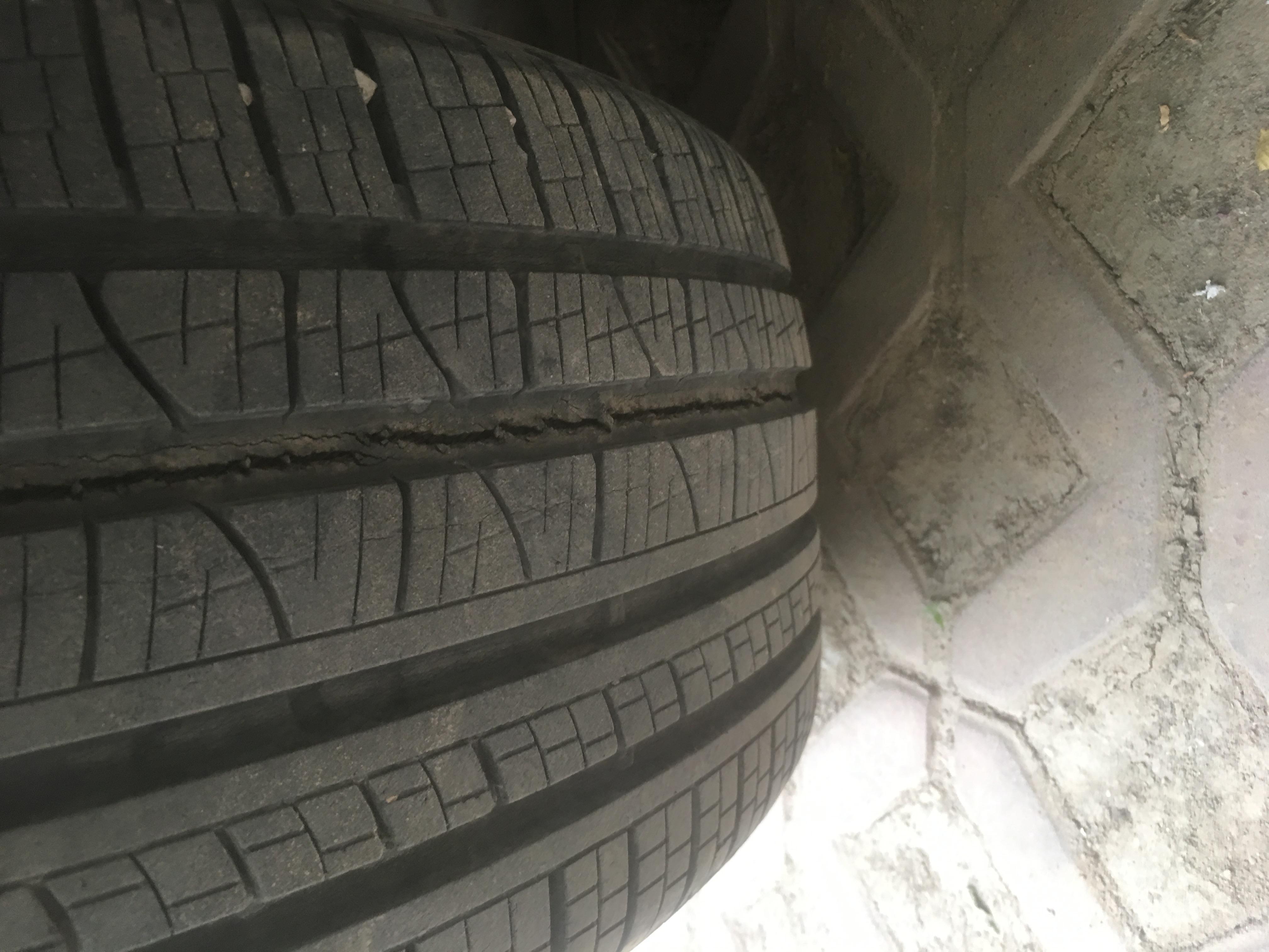 路虎-发现神行 轮胎爆裂
