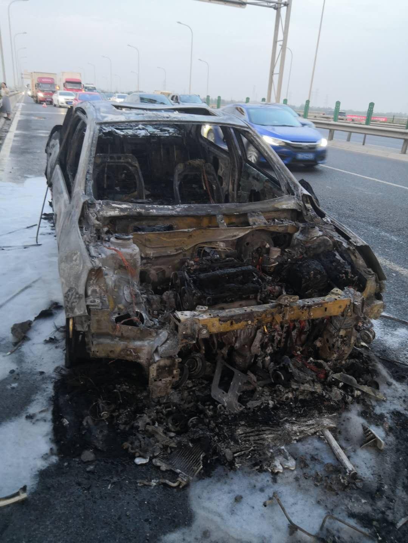 上汽通用-迈锐宝 车辆在正常行驶中发生自燃
