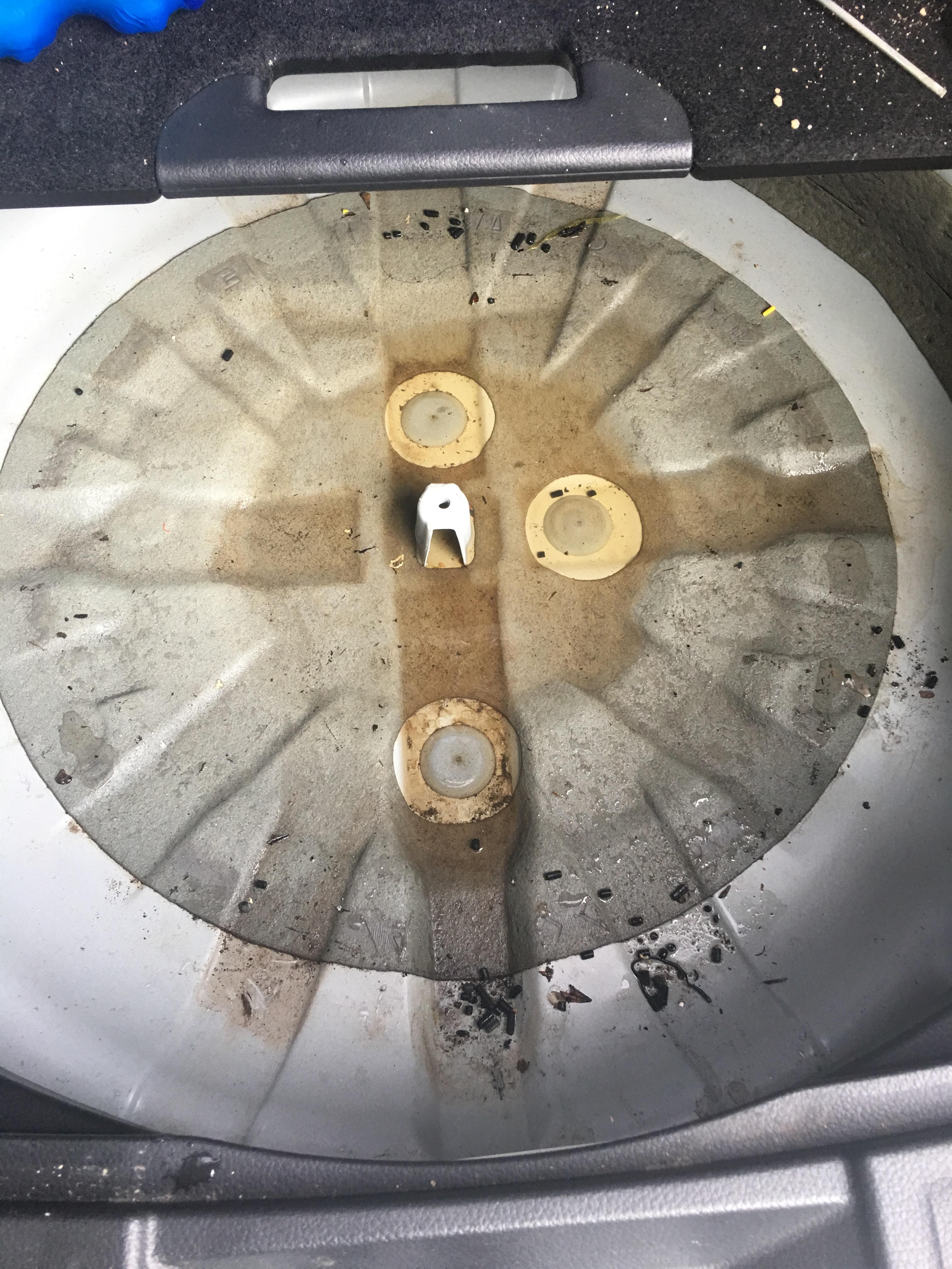 日产-奇骏 天窗漏水,尾箱漏水,奇骏车变鱼缸