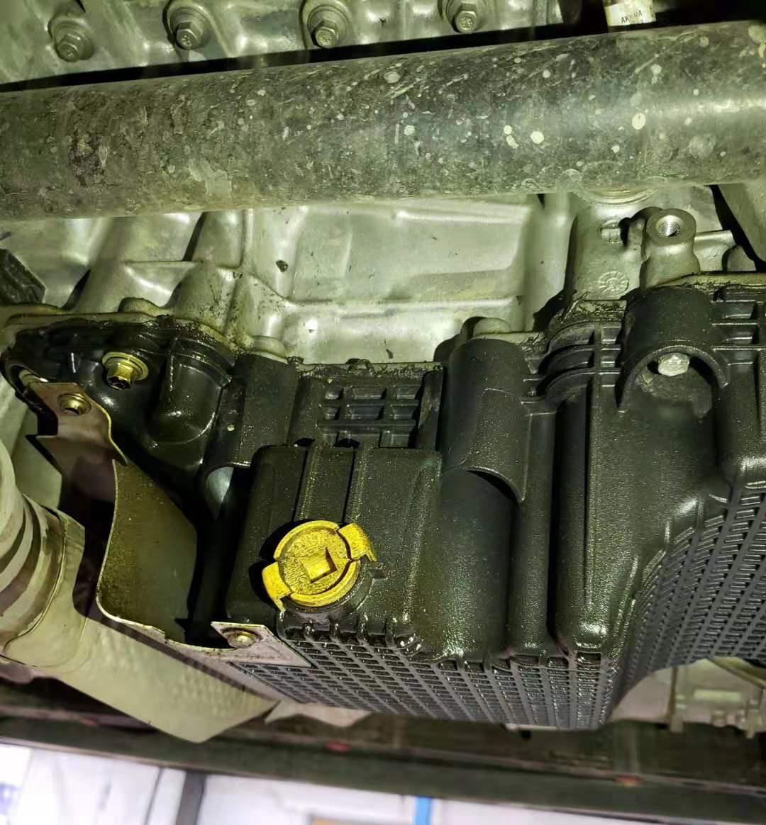 长安福特-金牛座 发动机油底壳渗油,反复维修问题无法彻底解决!