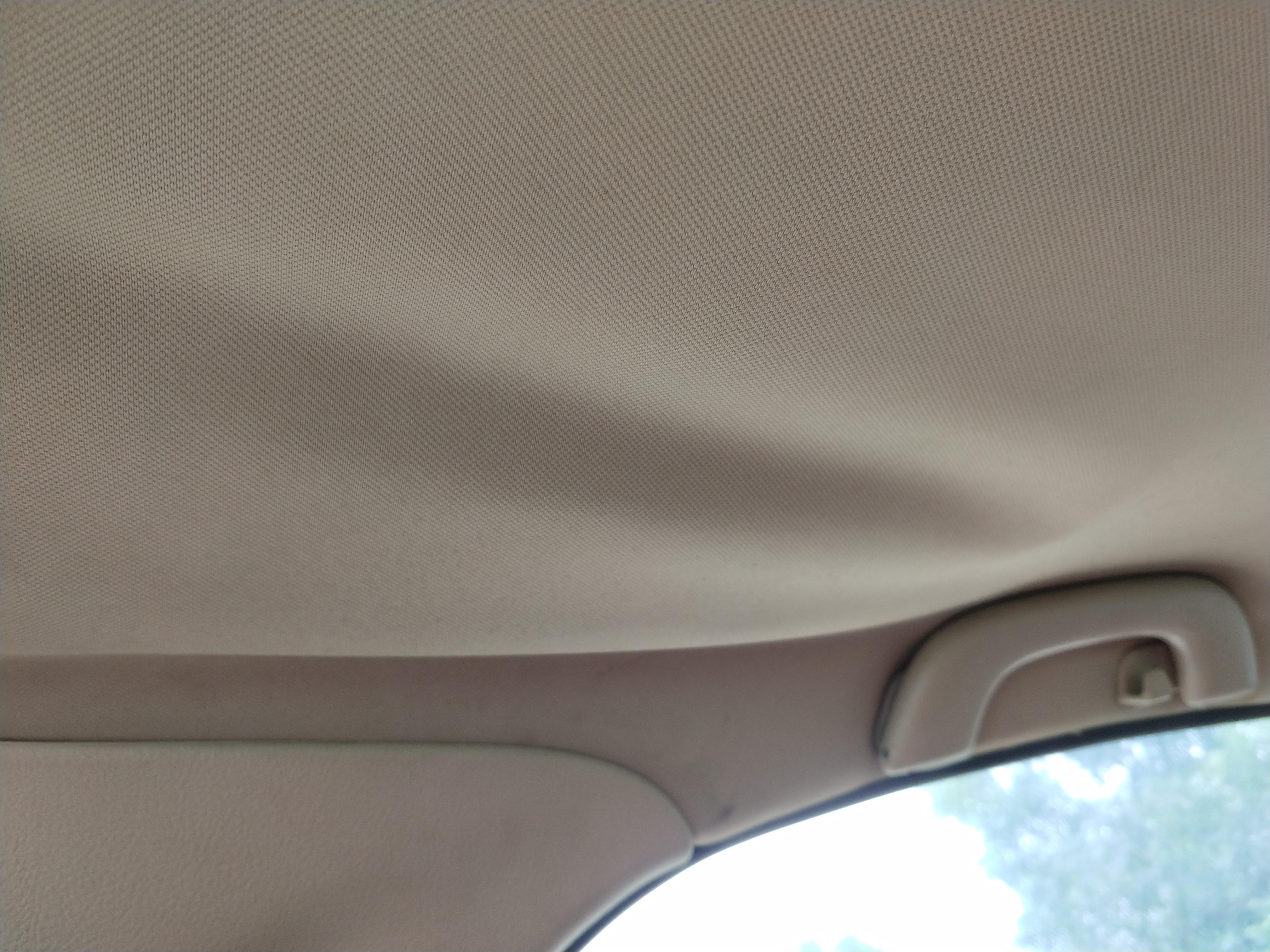 上汽通用-凯越 车顶脱落封闭不严。