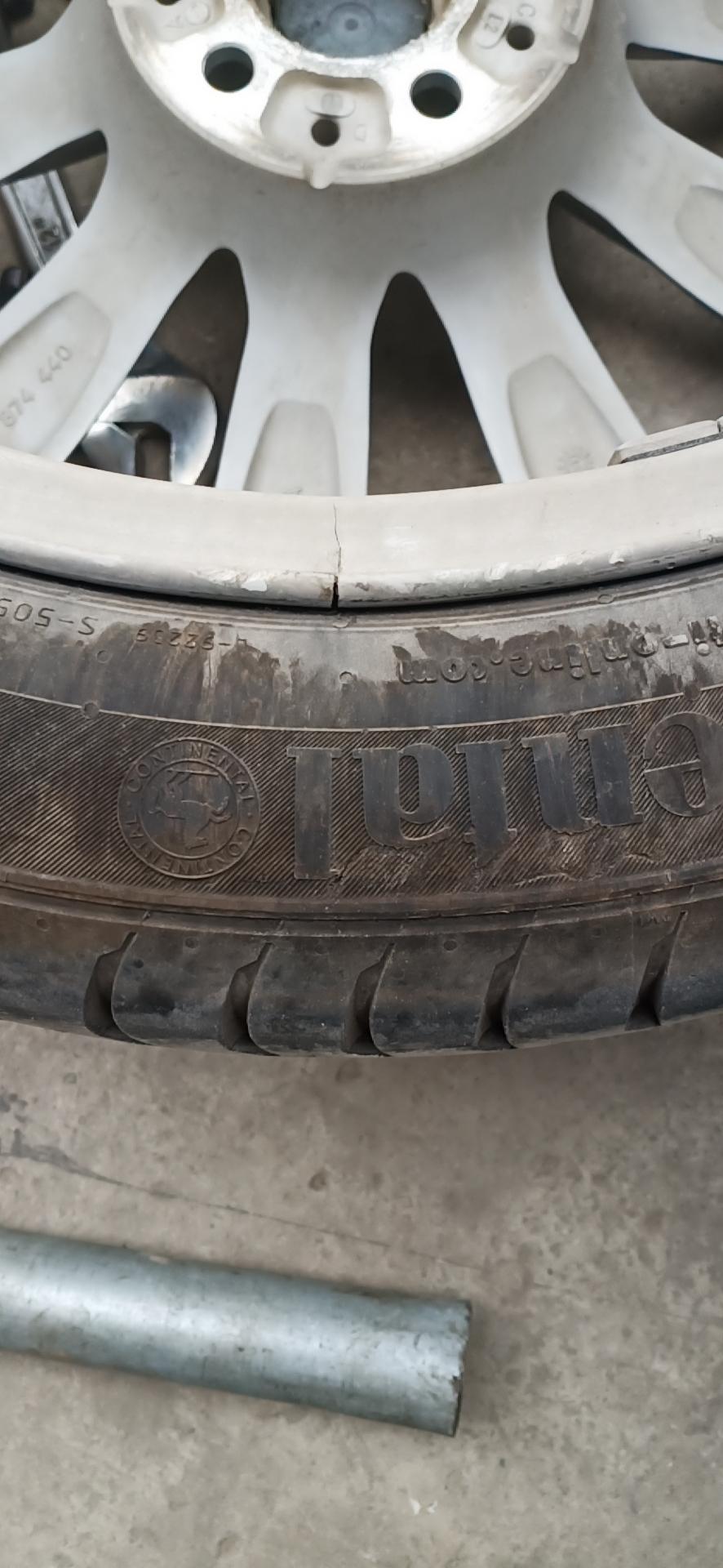 宝马-宝马5系 正常行驶轮毂无故开裂