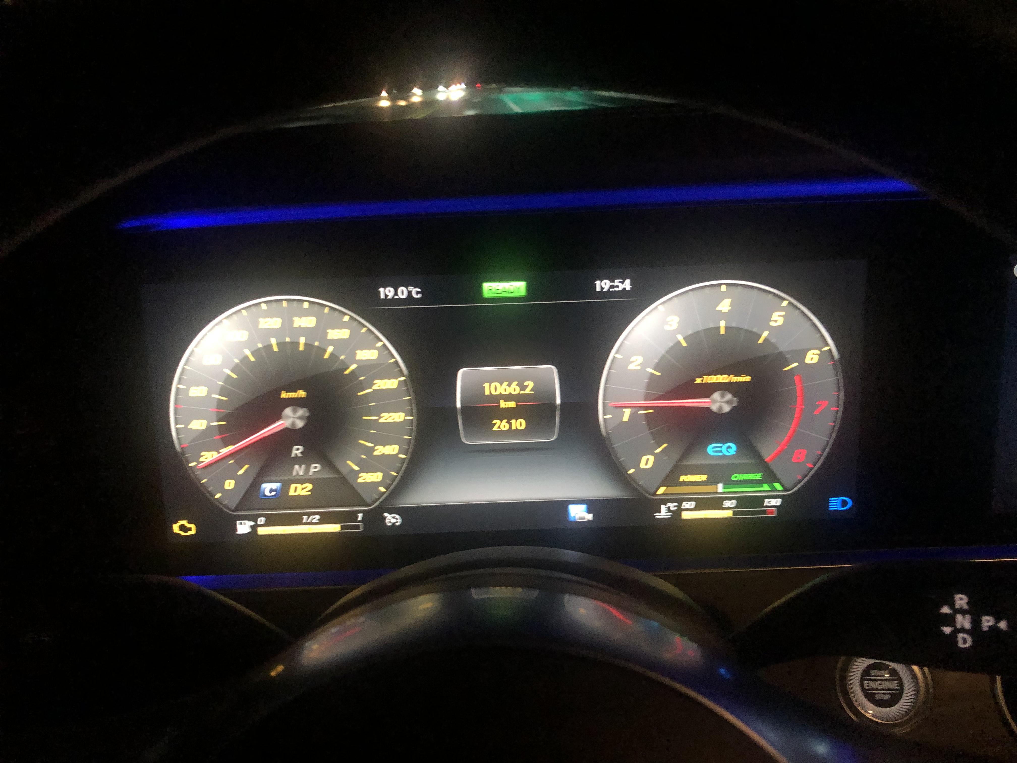 奔驰-奔驰E级 新车发动机出现故障,要求换车