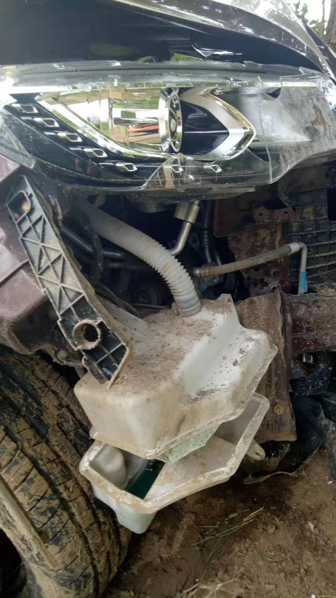 猎豹汽车-猎豹CS10  前脸撞毁 气囊弹不开