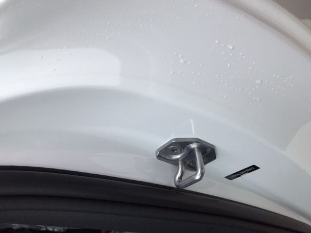 沃尔沃-S90 两个门车漆发黄,四个门车漆均磕碰