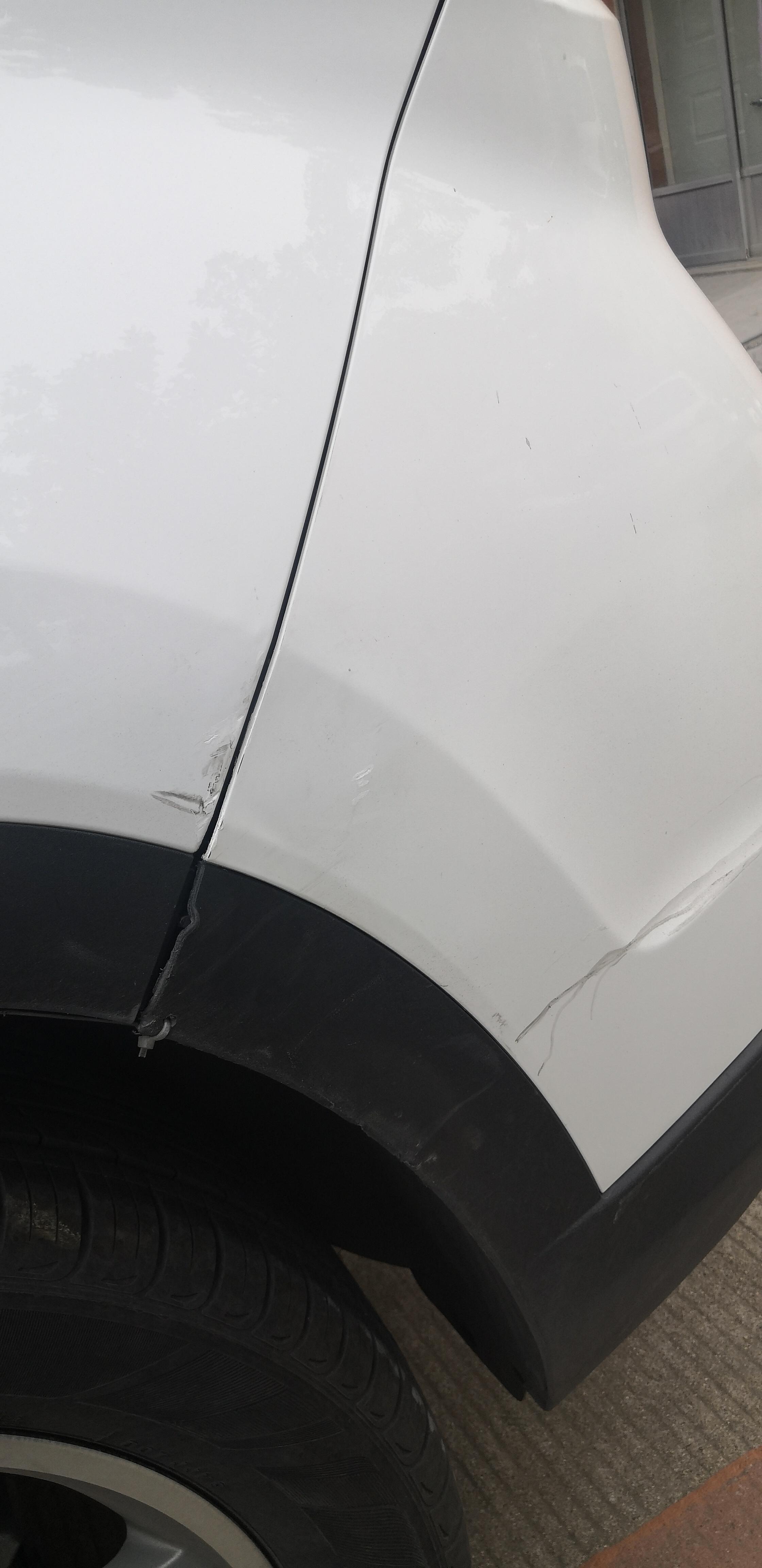 北京现代-ix35 保险杠碎裂,修理期间等待时间长