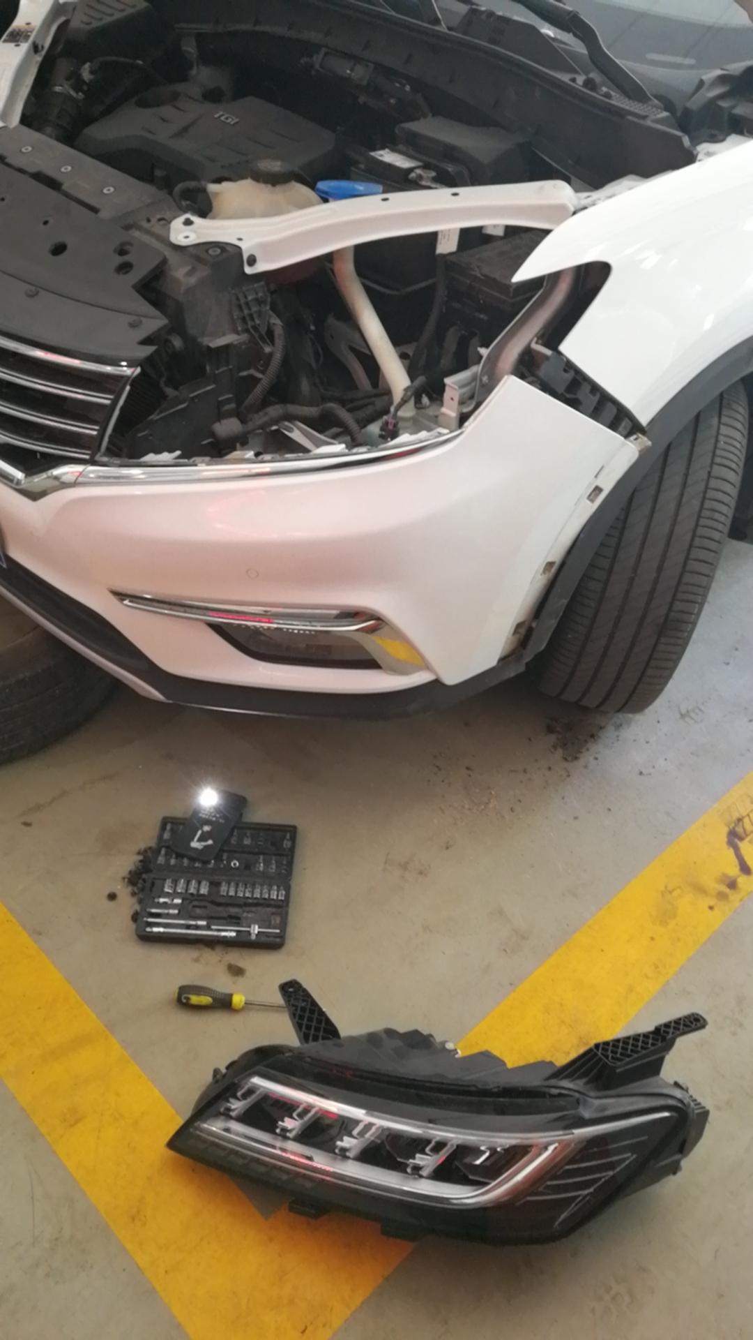 上海汽车-荣威RX5 LED大灯有裂纹