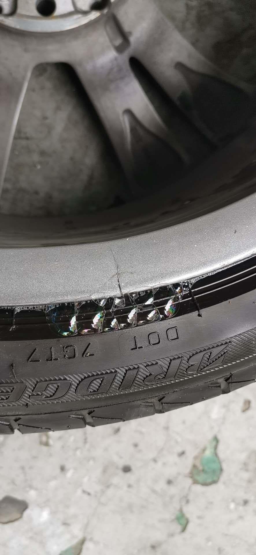奔馳-奔馳CLA級 奔馳左上輪輪轂無故斷裂