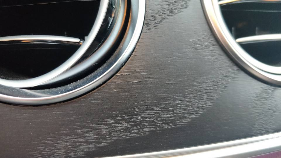 奔驰-奔驰E级 中控台桃木装饰起皮开裂