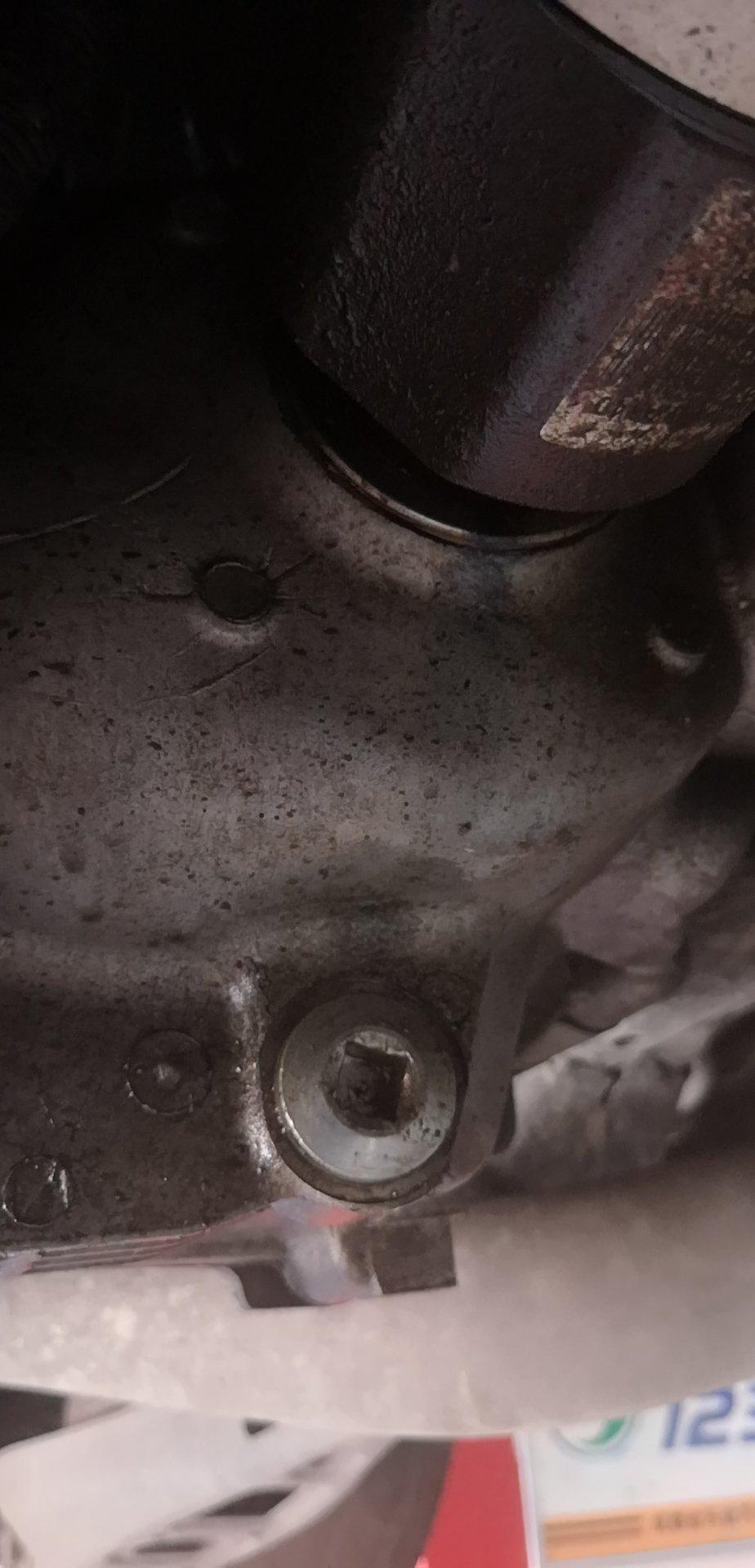上汽通用-昂科威 差速器油封漏油