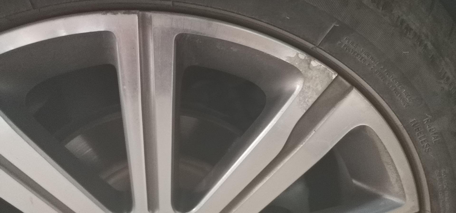 东风标致-标致408 4个轮毂大面积腐蚀