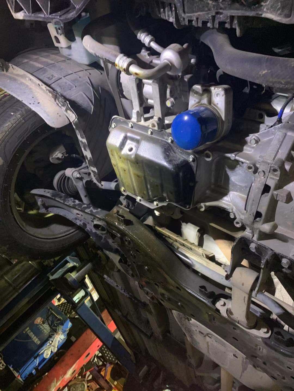 北京现代-途胜 机油盖螺丝松掉,发动机机油漏干