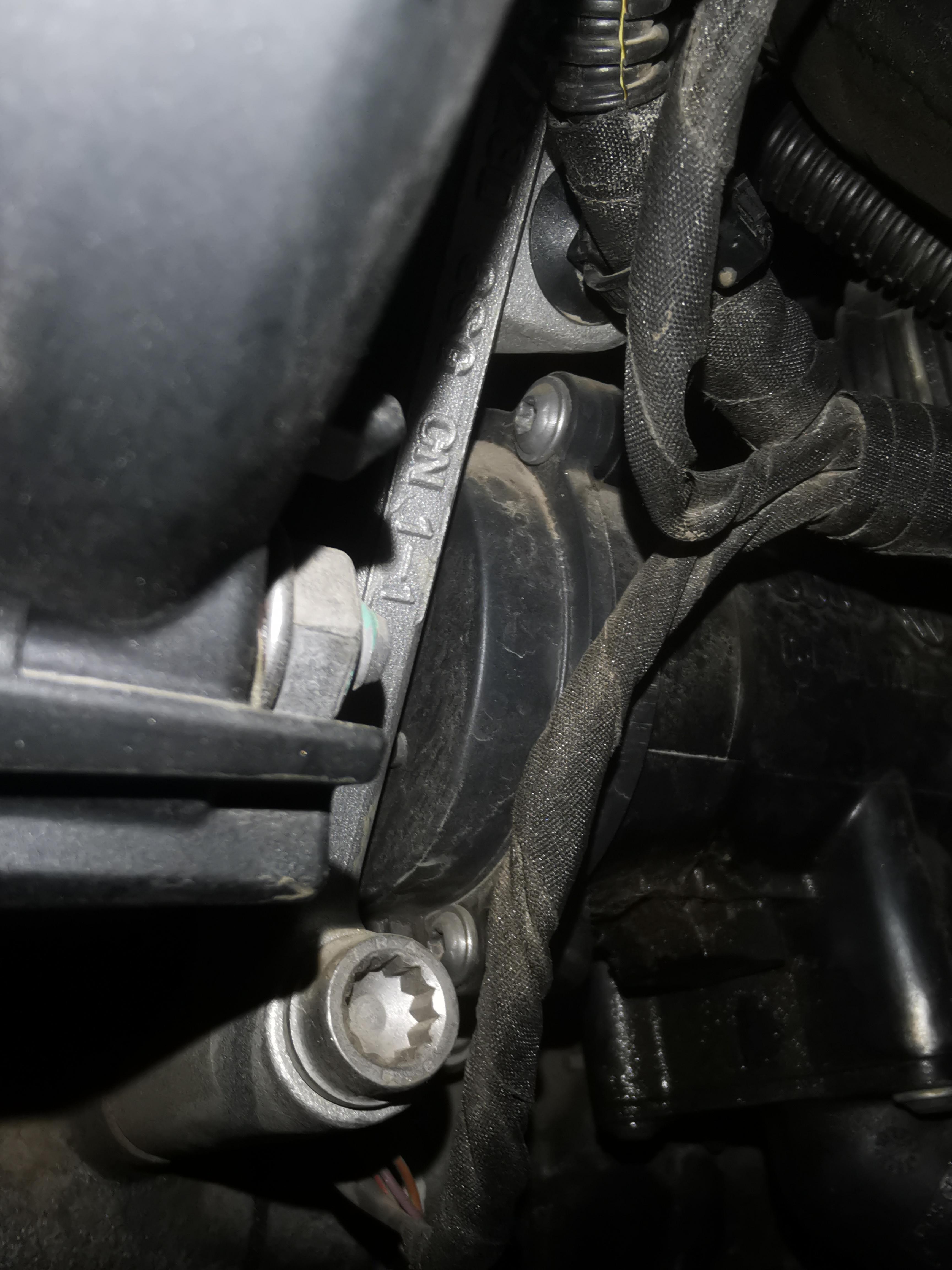 奥迪-奥迪A6L 发动机渗机油