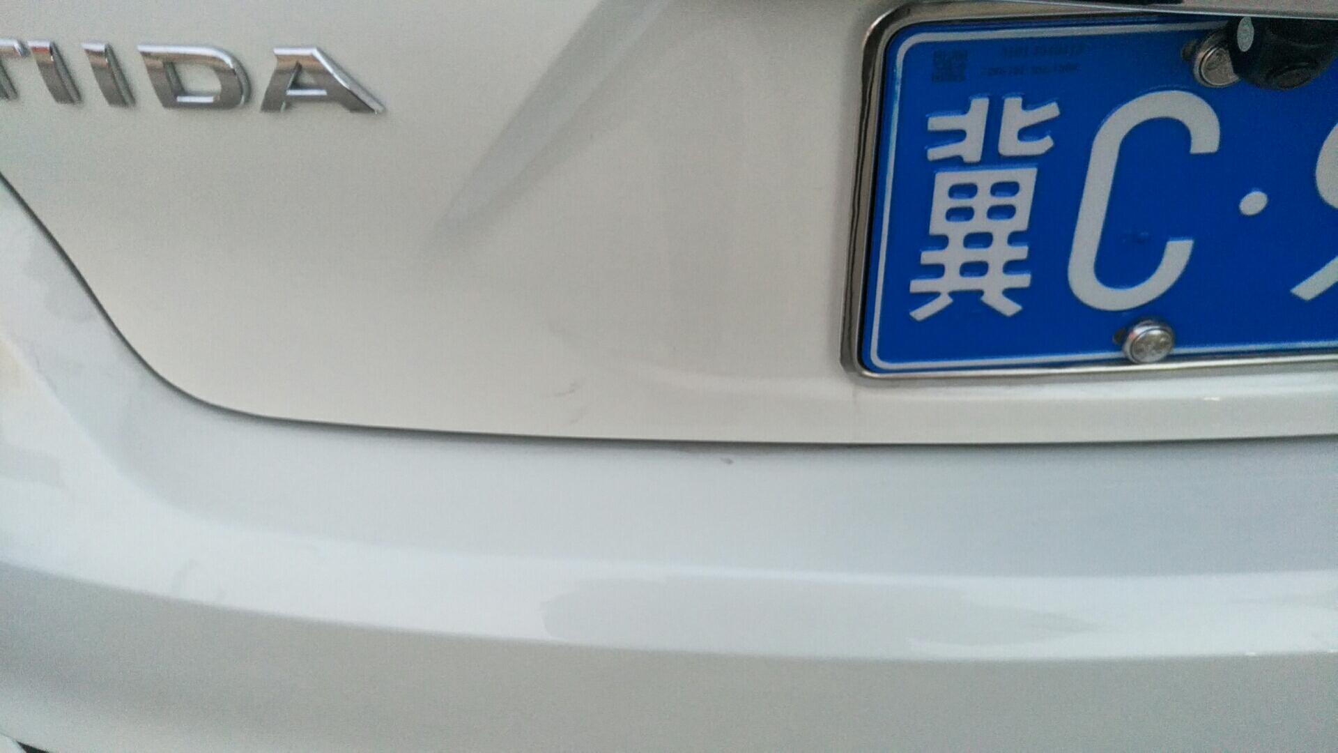 一夜七次郎官网-骐达 买车3个月,后保险杠漆面掉色严重,与后备箱漆面形成明显色差
