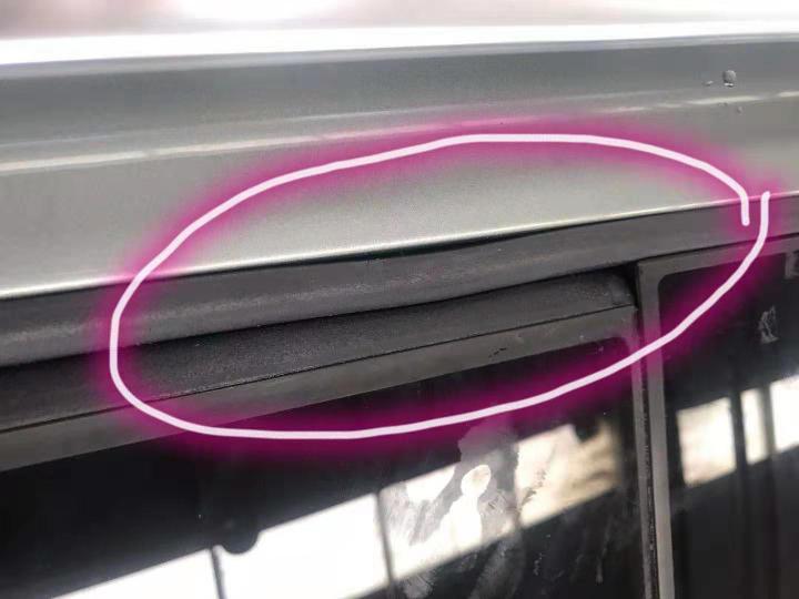 斯柯达-明锐 车辆天窗漏水造成车内有积水