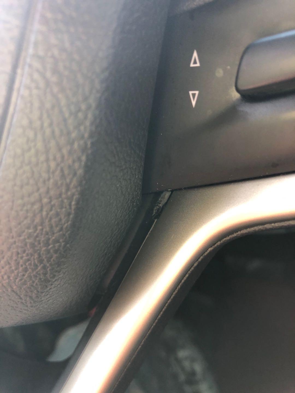 上汽通用-别克GL6 方向盘气囊右下角无故断了