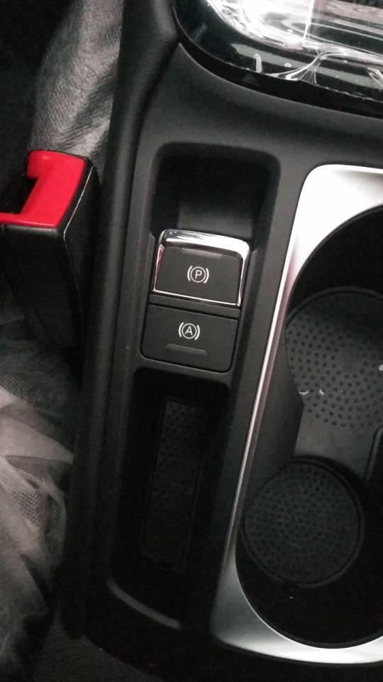 上海汽车-荣威i5    新车360℃倒车影像坏,自动停车失灵,发动机自然熄火