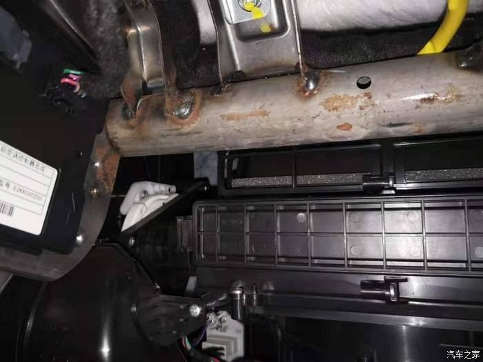 长安99XXXX开心-长安CS75 发动机生锈,天窗顶棚脱落,车门车漆鼓包开裂生锈