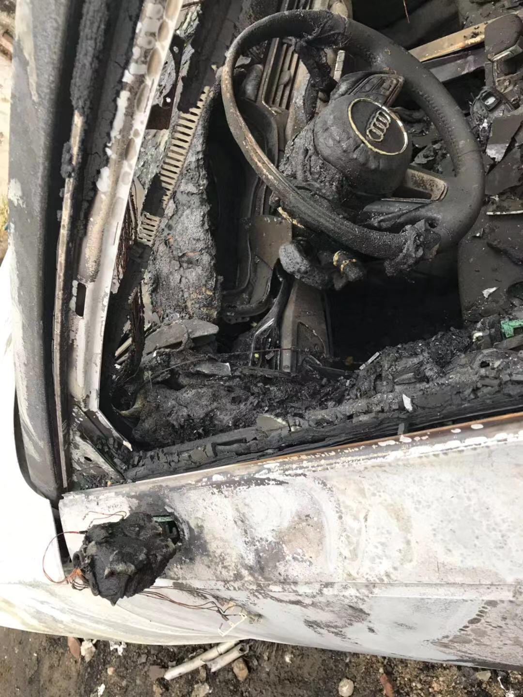 奥迪-奥迪A4L 上牌一个多月的新车,无故自燃,没有任何改装