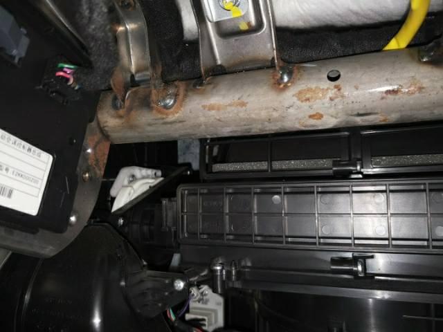 长安99XXXX开心-长安CS75  中控仪表黑屏,大灯异响,车门开裂等