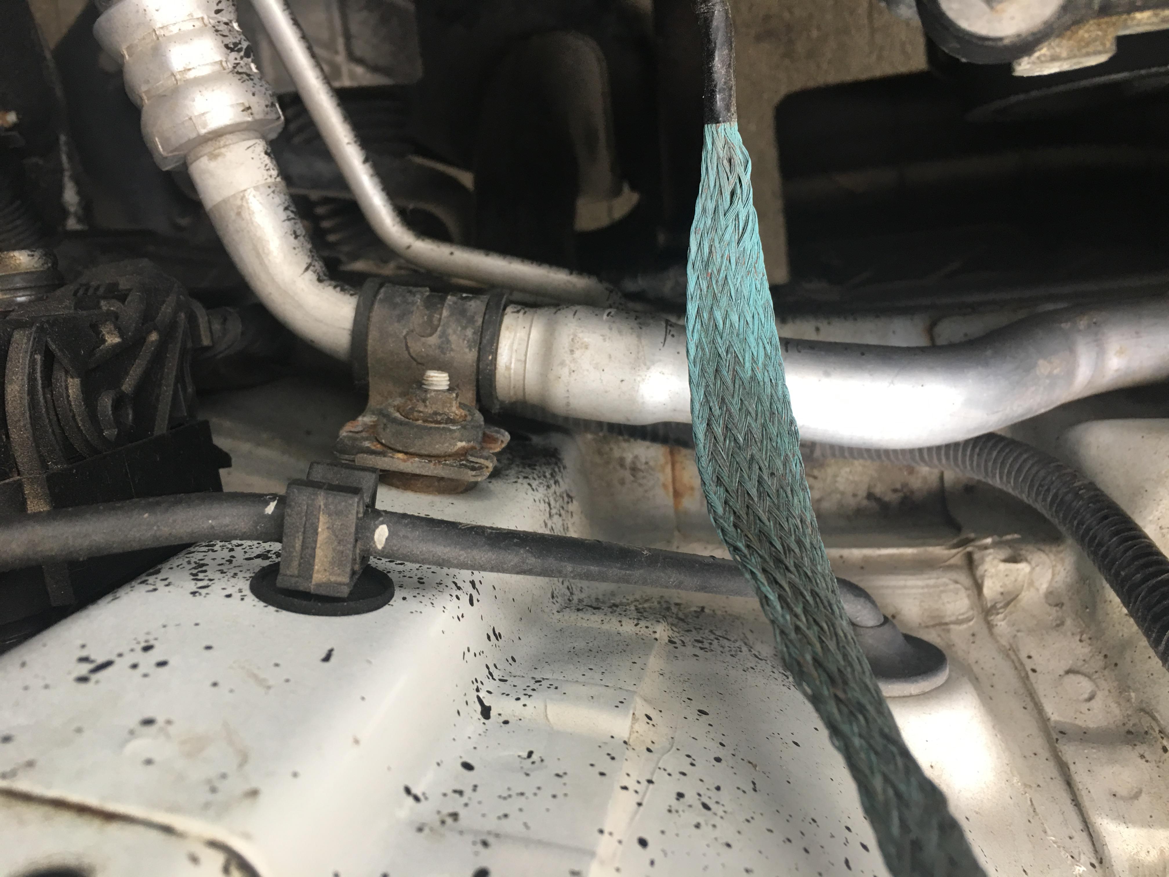 东风悦达起亚-KX CROSS 车身质量差,一年严重生锈,