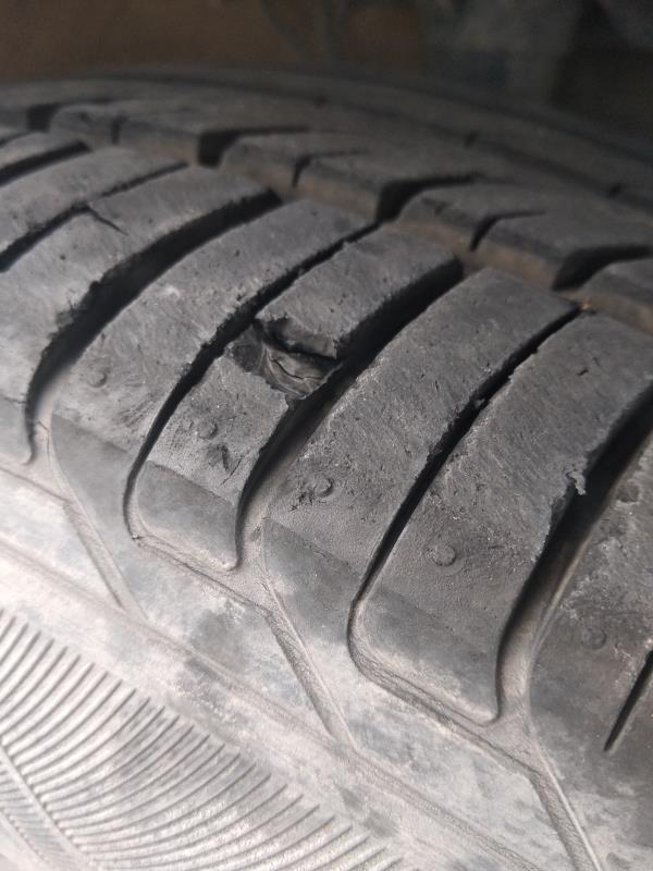 比亚迪-秦80尊贵版  悬架和佳通前轮胎问题严重