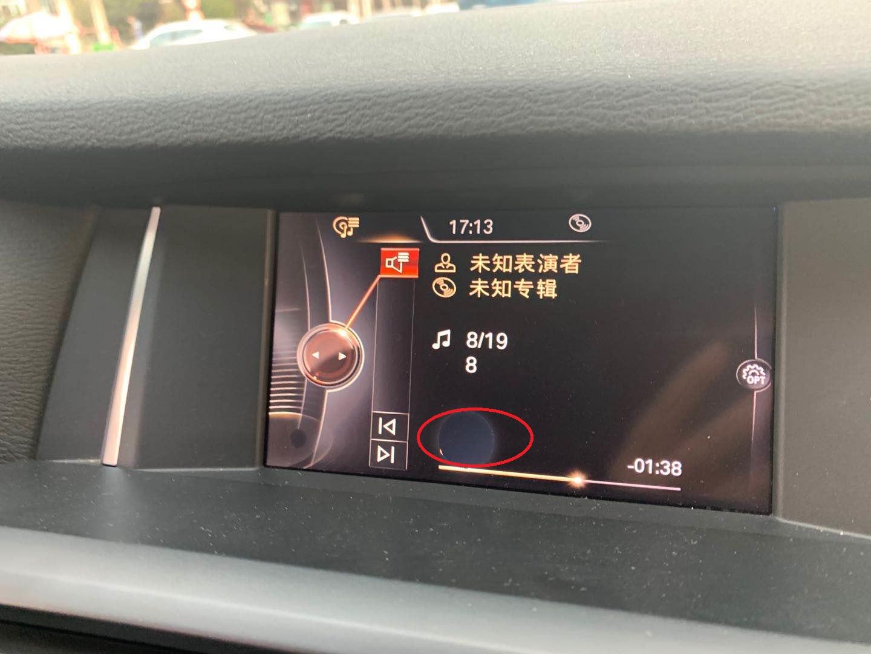 宝马-宝马X3 中央显示屏无故出现大小不一的黑点