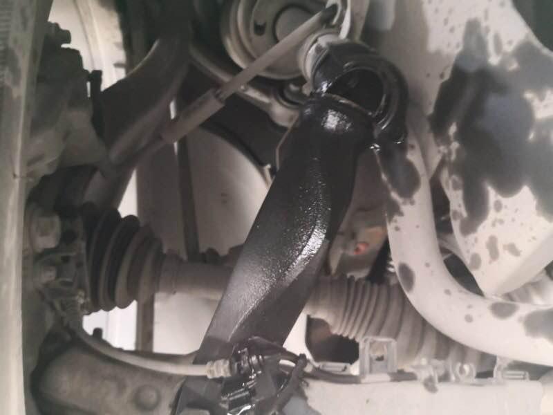 奔驰-奔驰GLC 车辆在正常行驶过程中左前减震器突然断裂