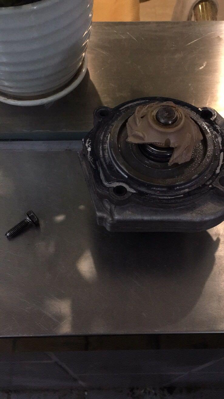 广菲克-指南者 水泵怎么被螺丝打坏的