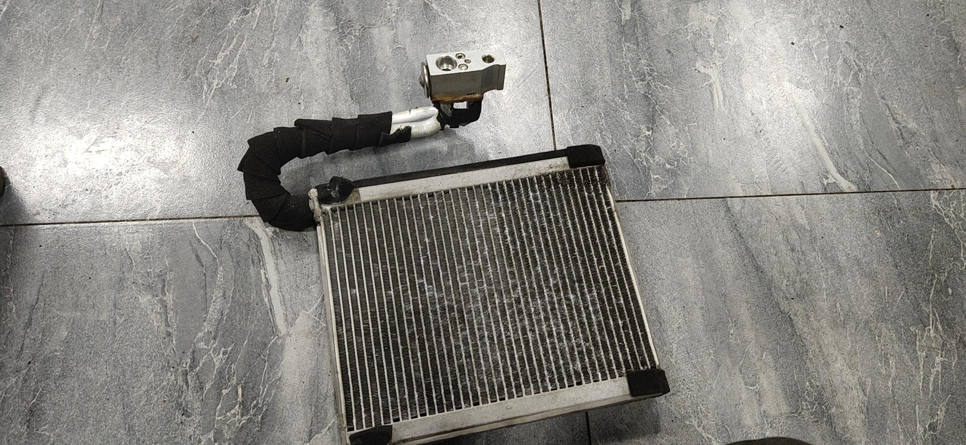 北汽绅宝-绅宝D50 蒸发器膨胀阀生锈漏氟,导致空调不制冷