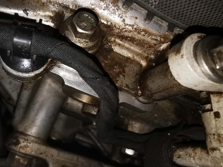 福特-锐界 发动机漏油4S店无法解决,导致空调损坏及变速箱半轴漏油