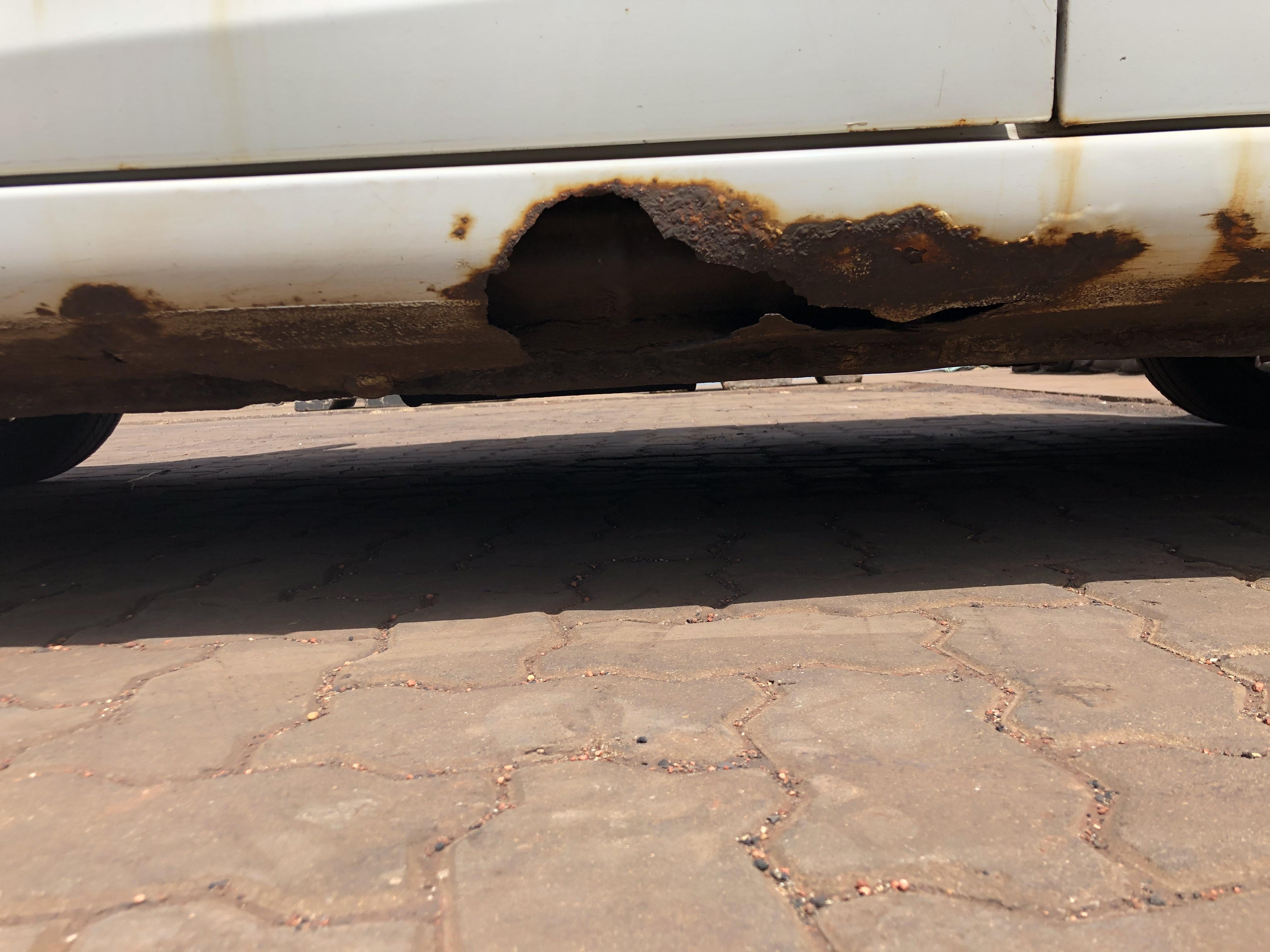 海马-海马M3 各个地方严重腐蚀。