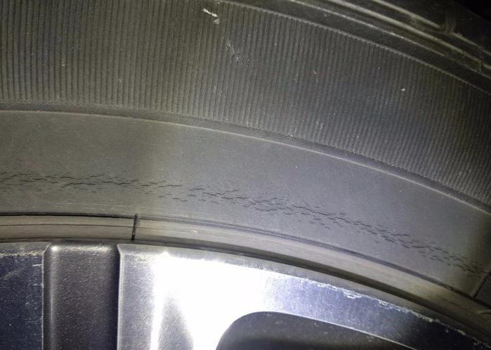 標致-標致408 固特異輪胎,外側開裂龜裂