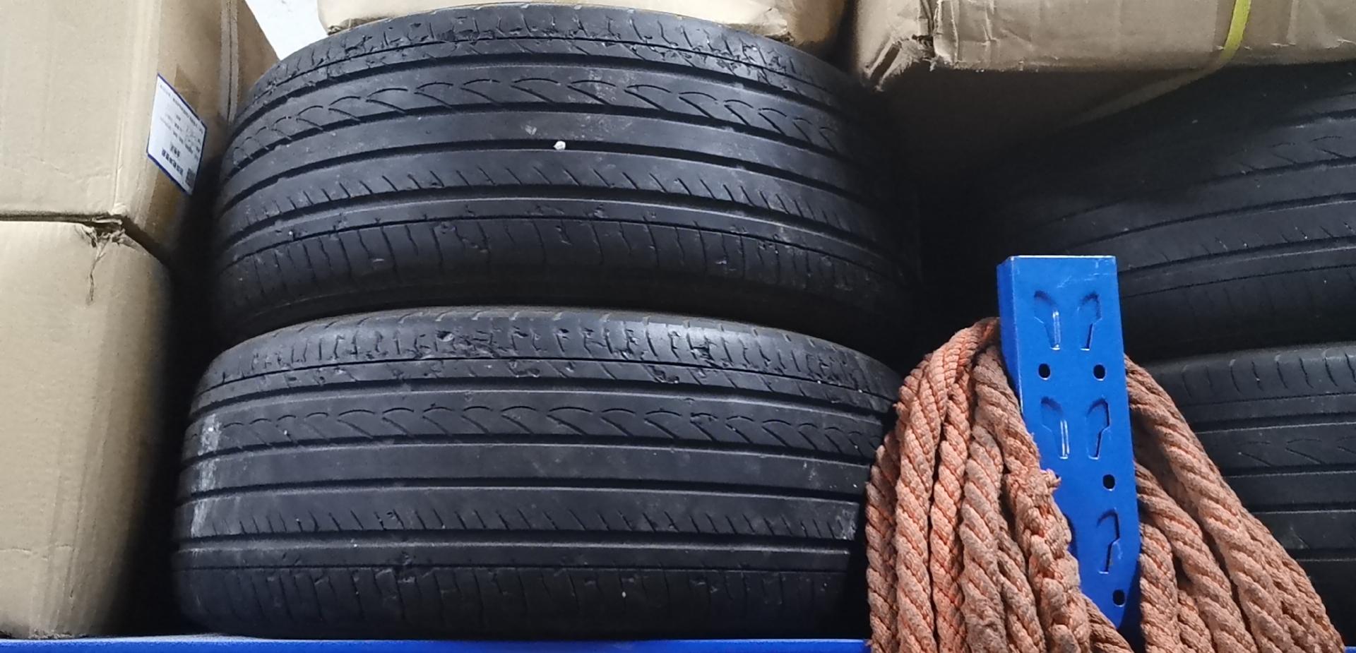 本田-思域 輪胎在四萬多公里就磨損掉皮很嚴重還有鼓包