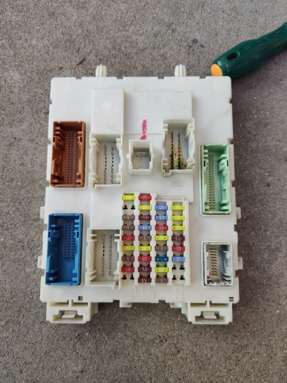 福特-福克斯 12款新款喷水壶电机更换后BCM模块进水电瓶亏电