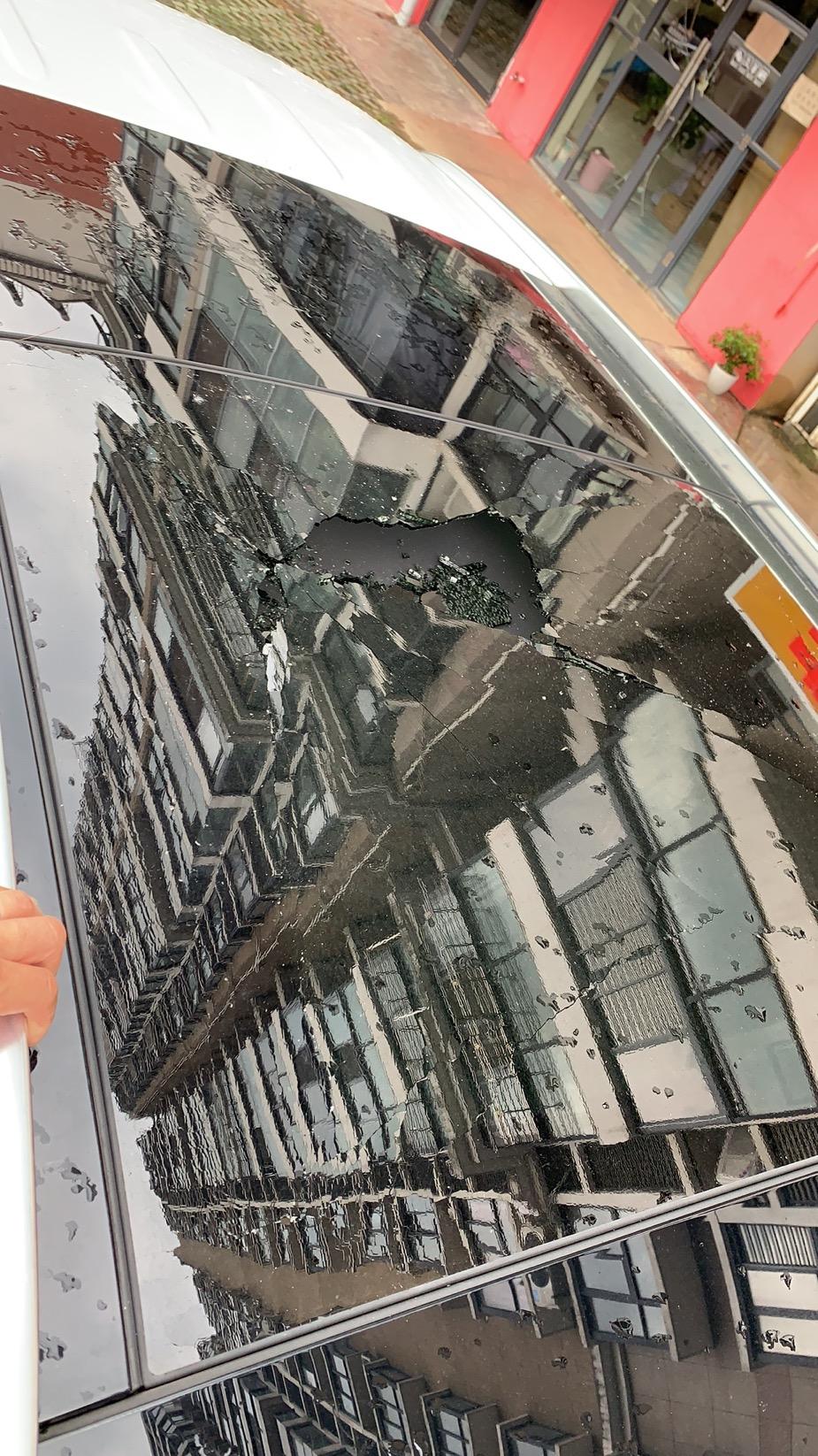 奔馳-奔馳GLC 天窗玻璃質量出現問題