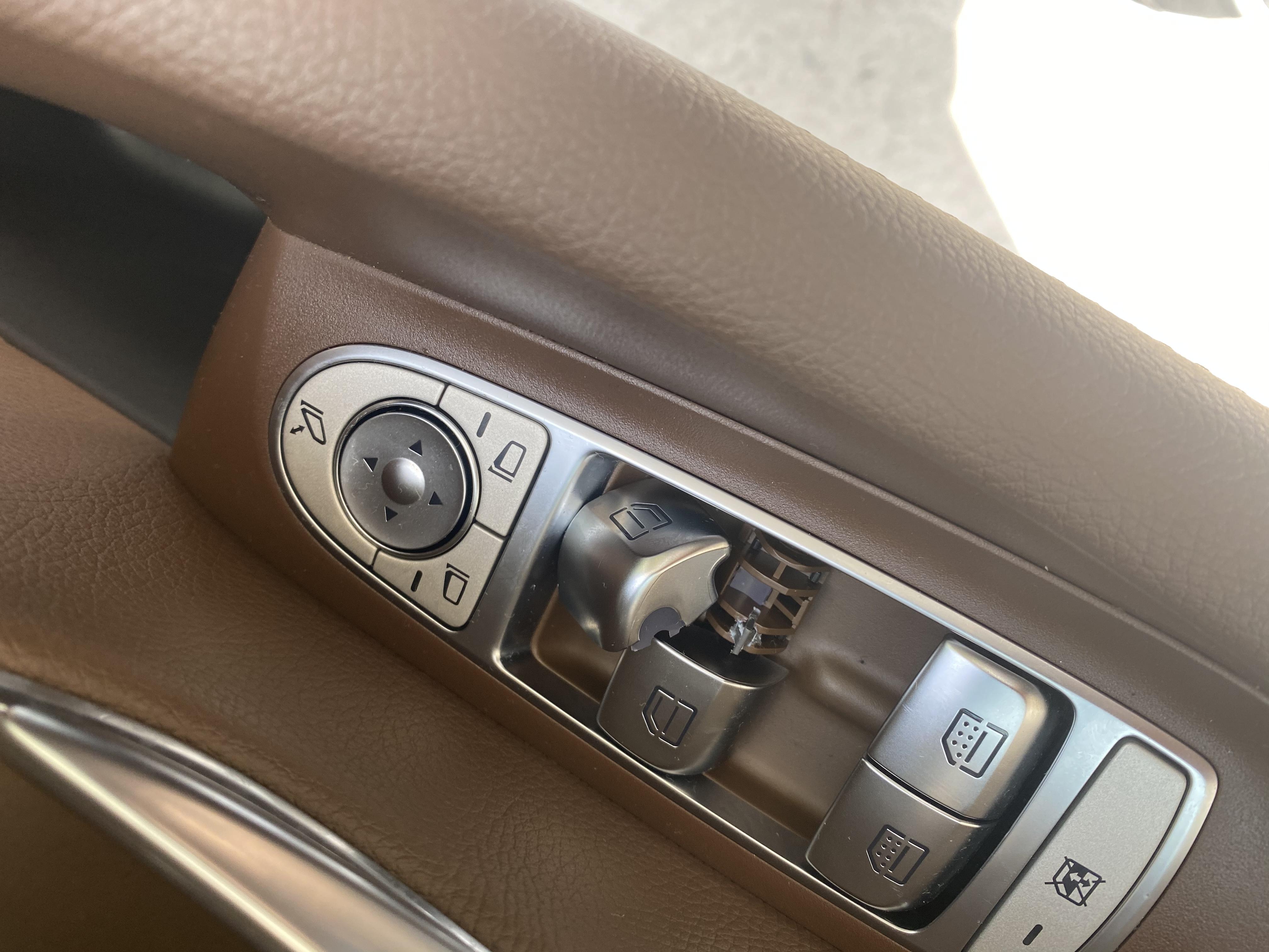 奔驰-奔驰E级 玻璃按键损坏