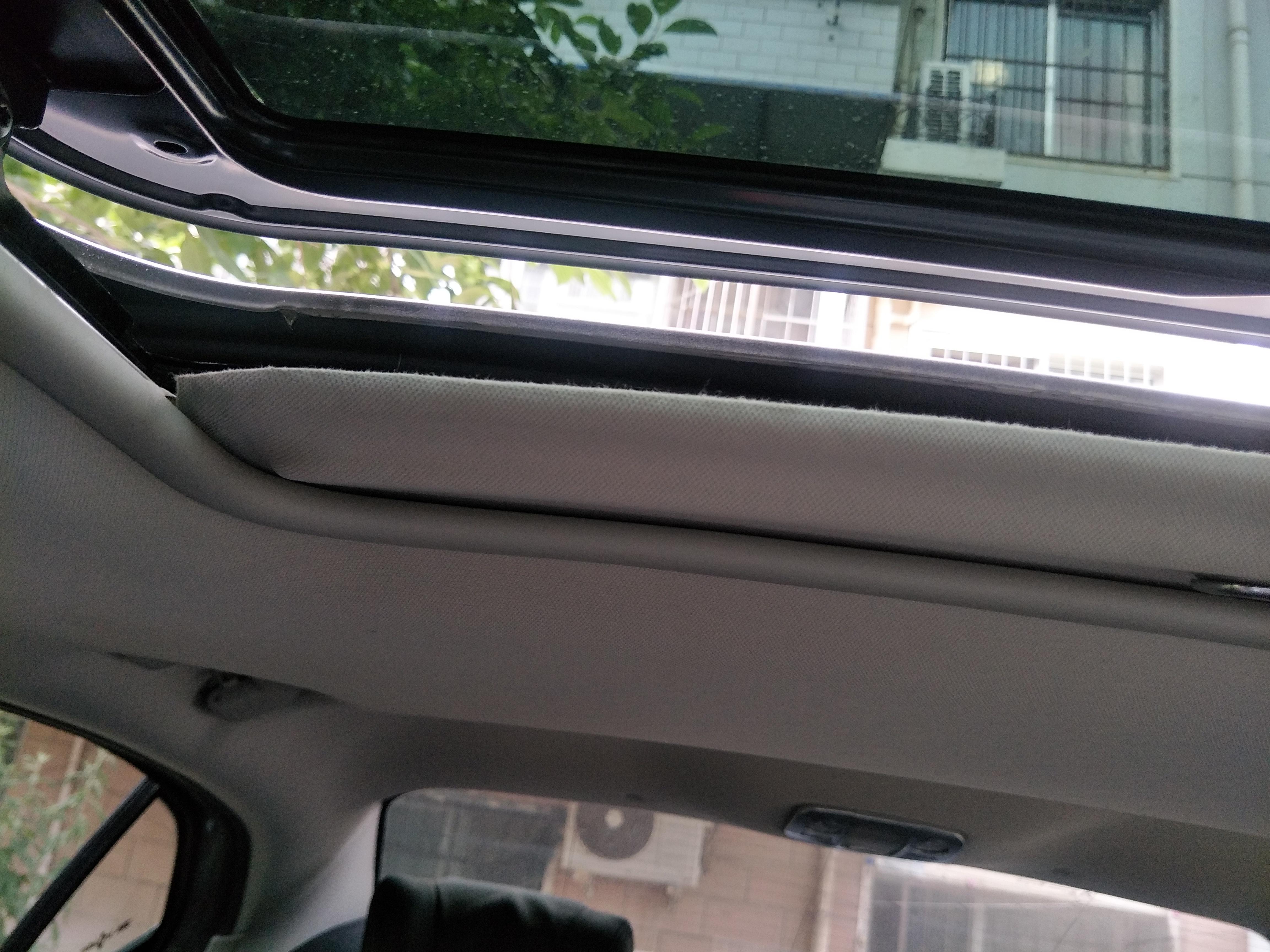雪铁龙-雪铁龙C4L 出厂天窗内有尖锐金属划破天窗胶条
