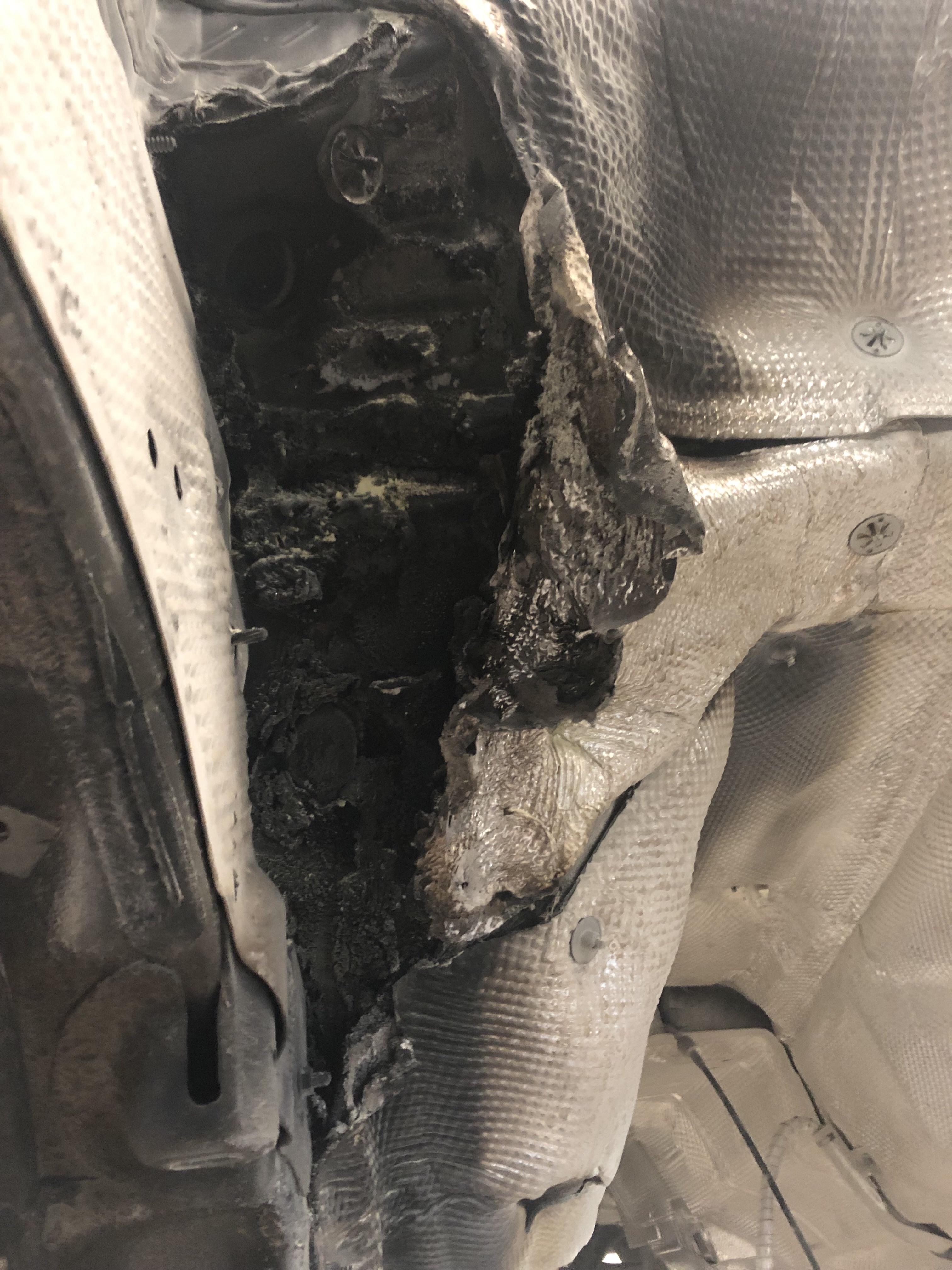 奧迪-奧迪A6L 新車五個月行駛中隔熱闆自燃