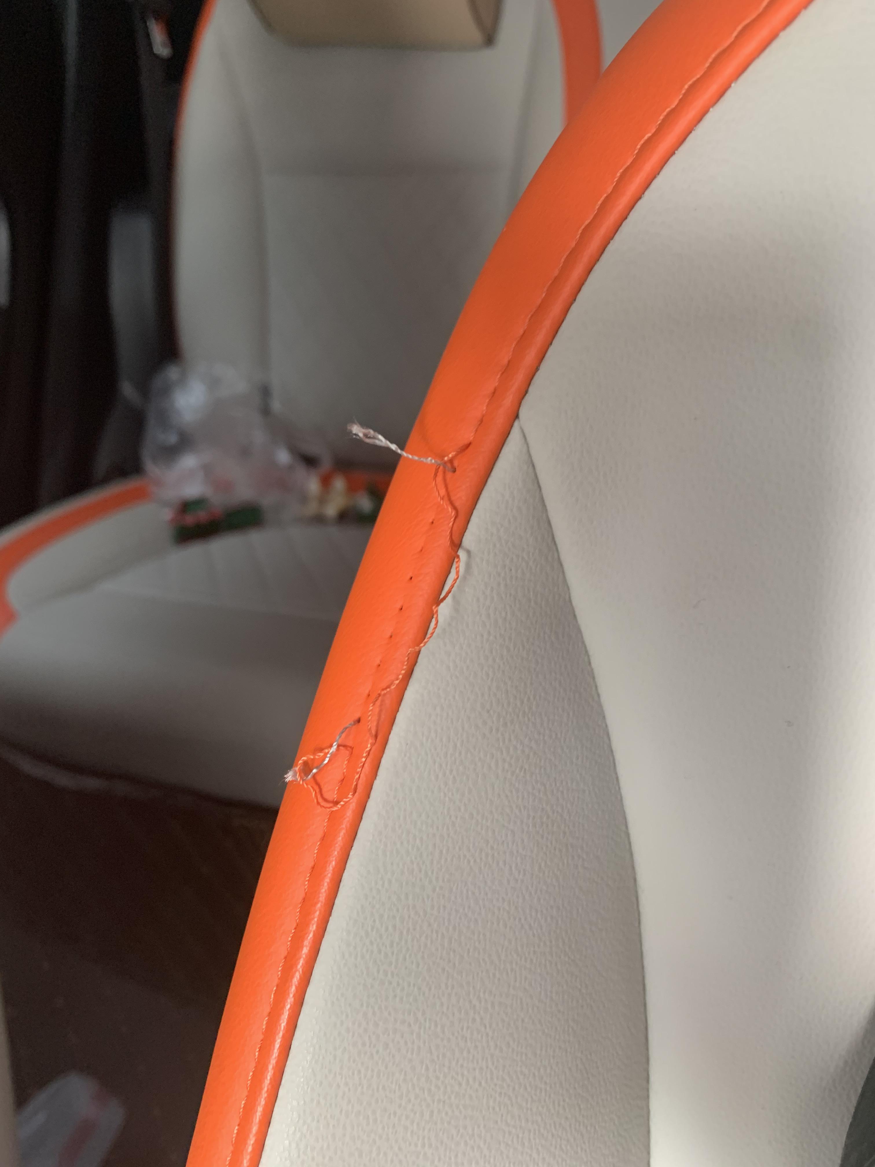 歐拉-歐拉R1 高配選裝座椅內部縫線斷裂,導致座椅縫線開裂