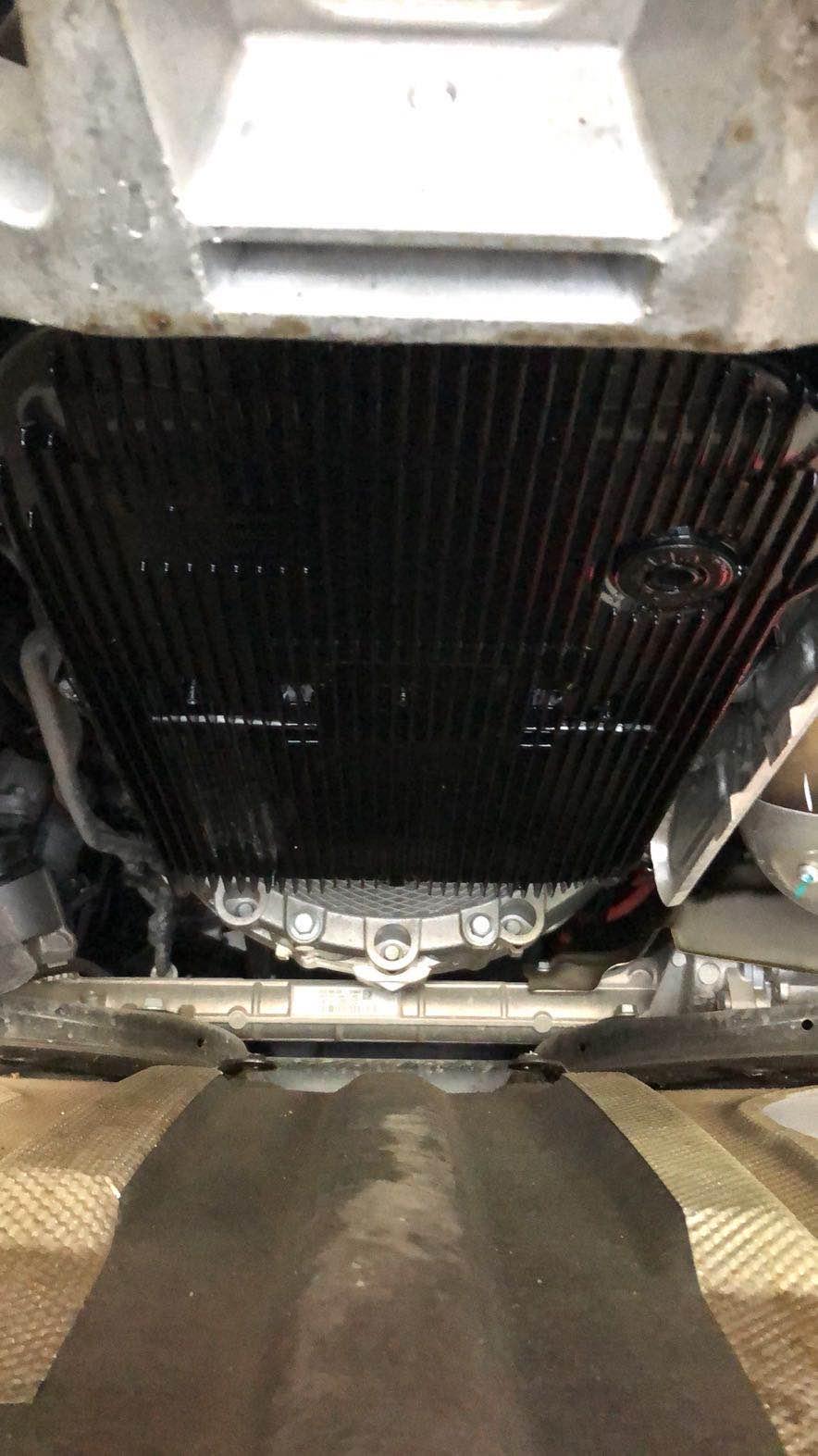 捷豹-XFL发动机和变速箱漏油