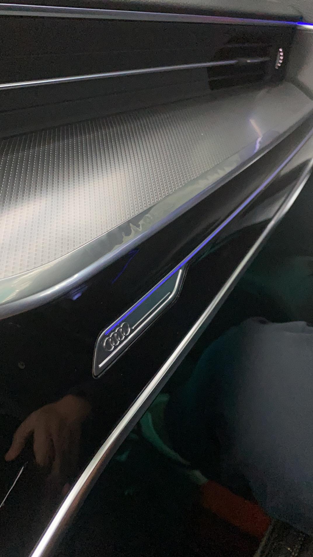 奥迪-20款奥迪A6L,3000公里镀铬条鼓包
