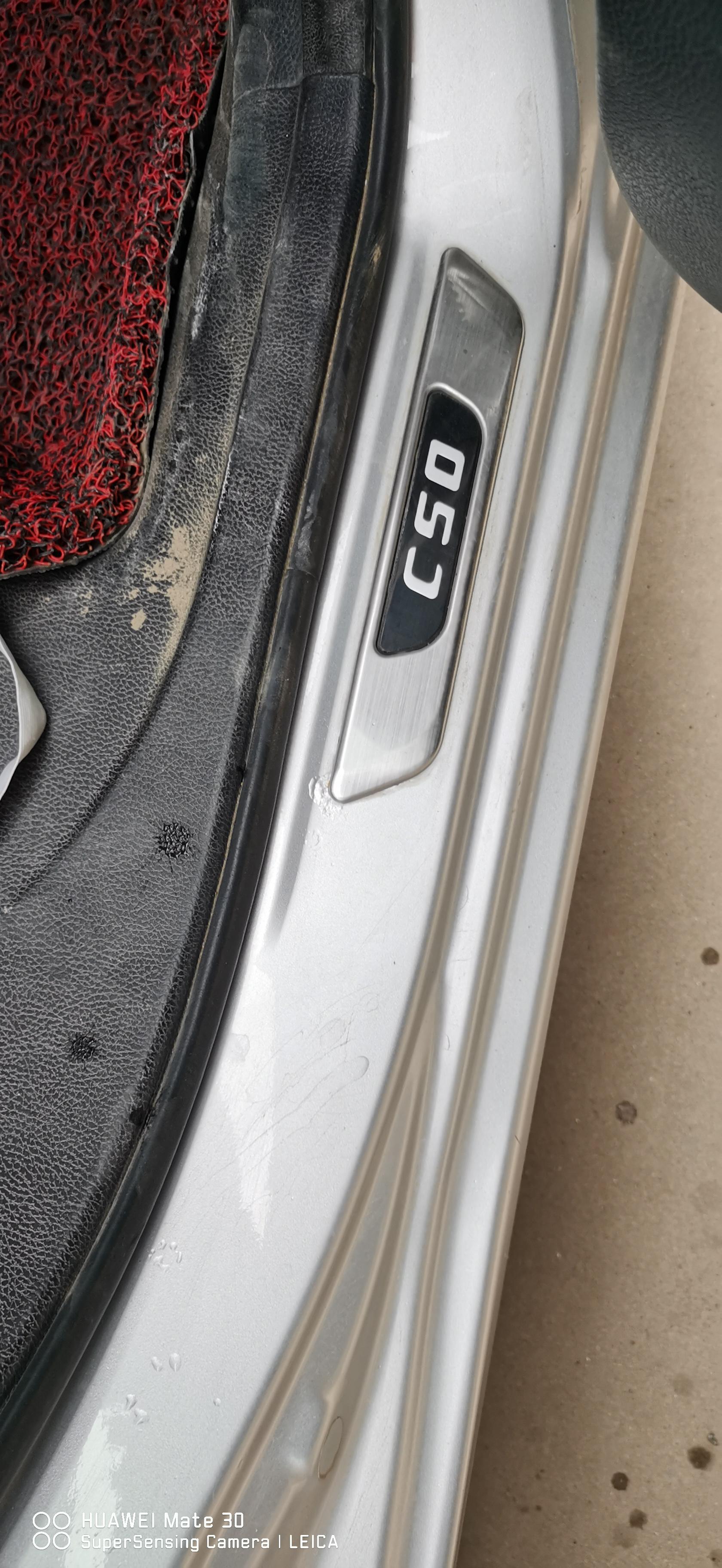 长城-C50车漆损坏严重。