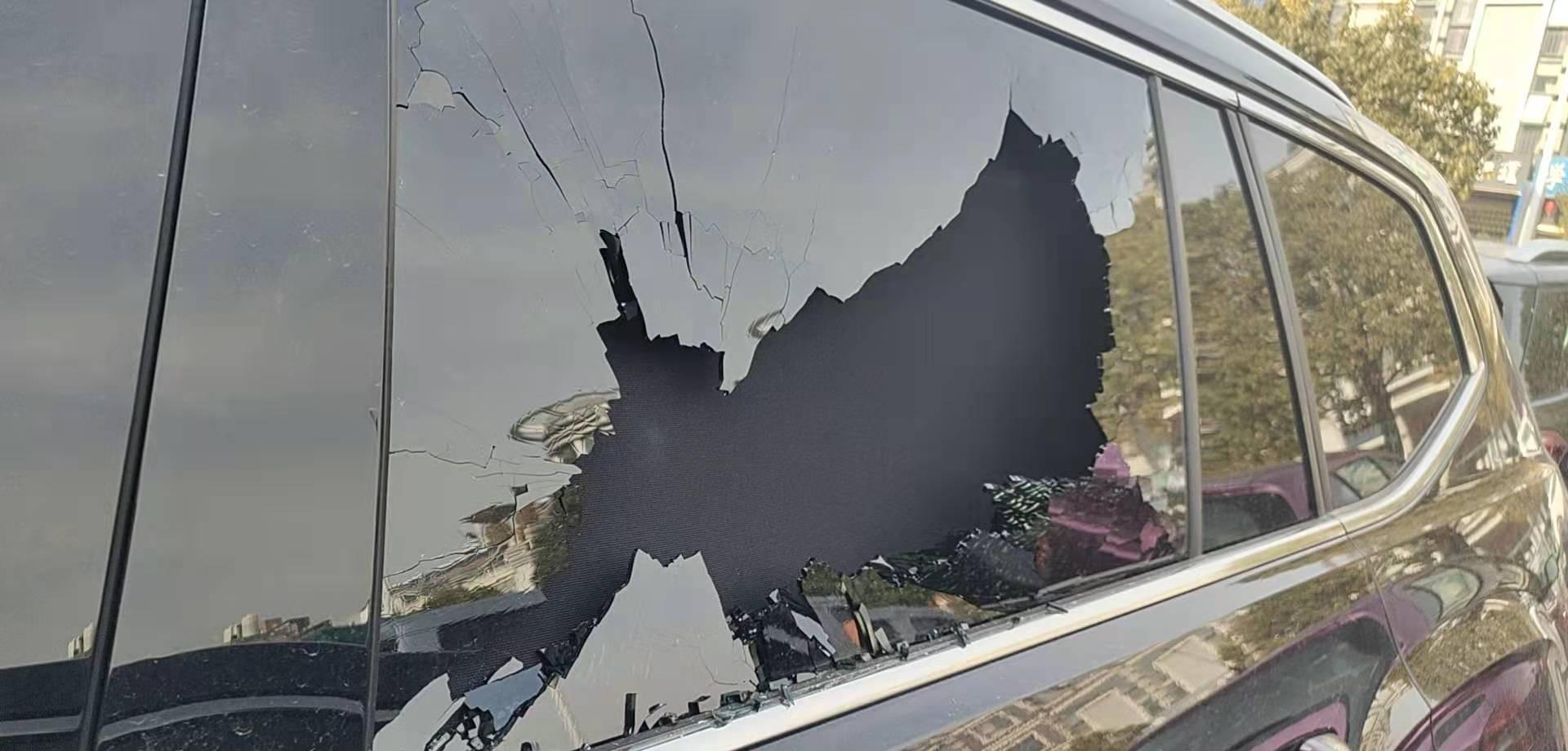 大众-途昂 车窗玻璃自爆