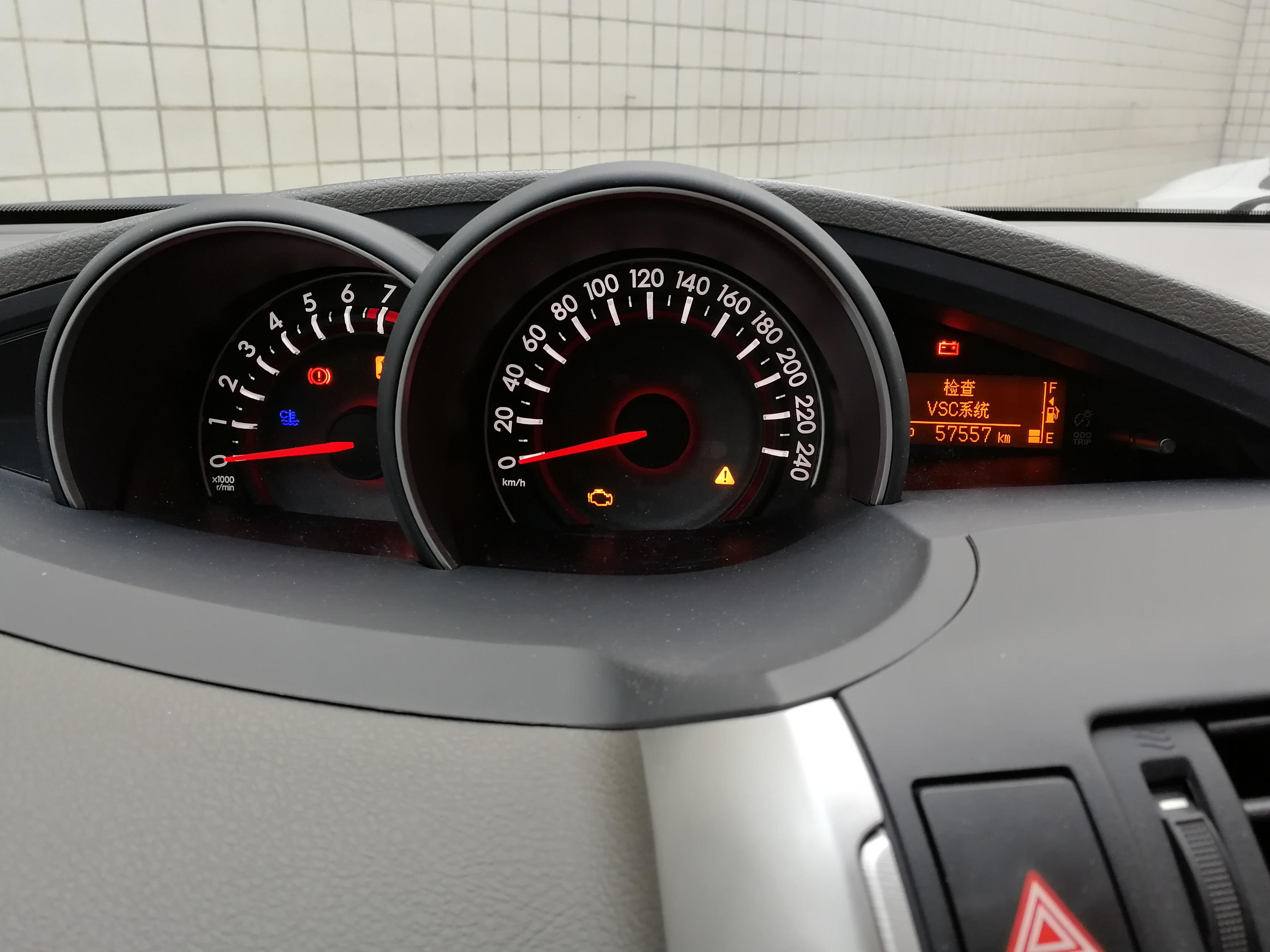 丰田-逸致 发动机连杆断裂导致缸体打穿